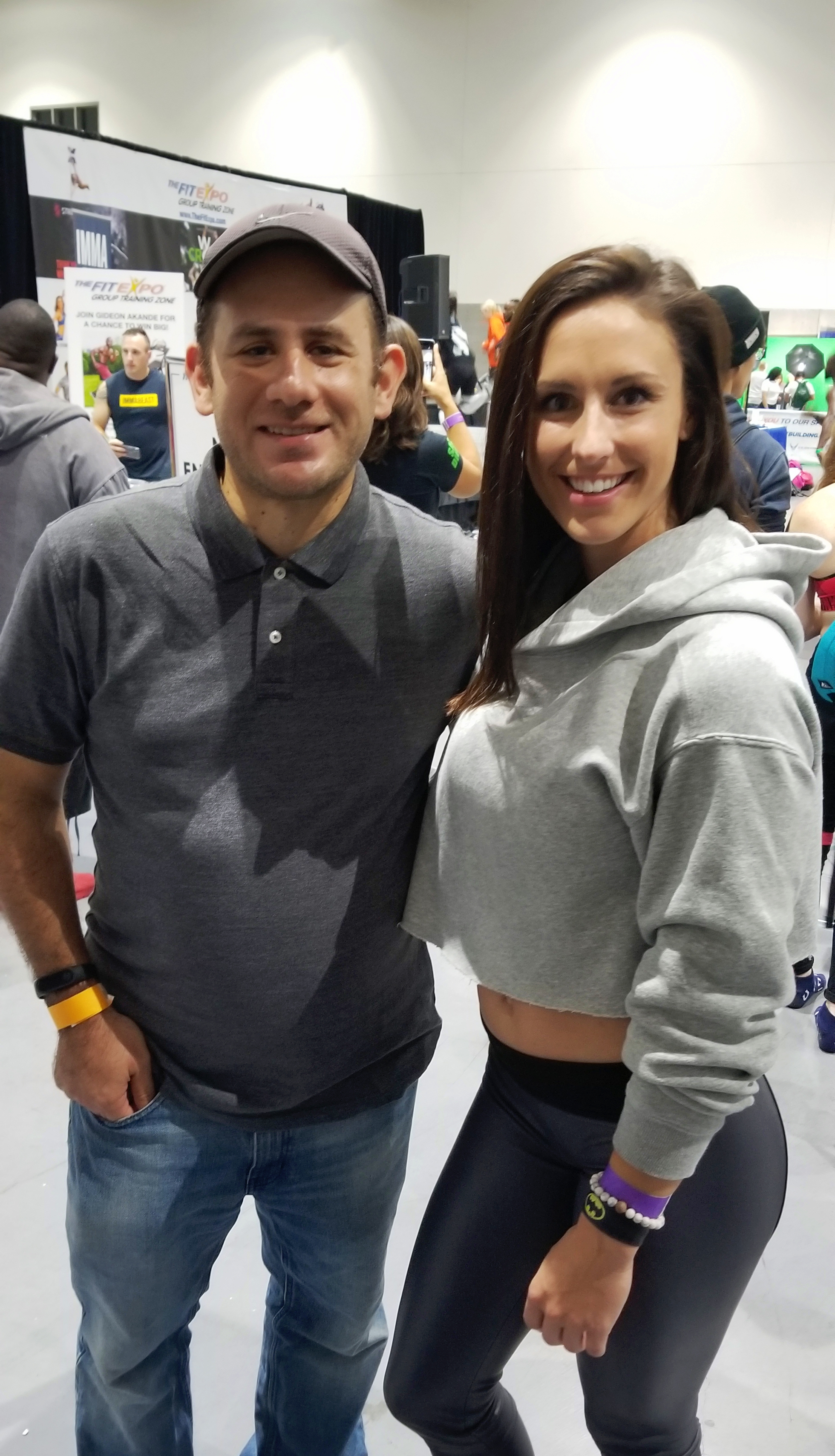 With fit mom Samantha Sage at the San Diego Fit Expo where I got to get a photo together. Looking forward to working together again in the upcoming weeks.