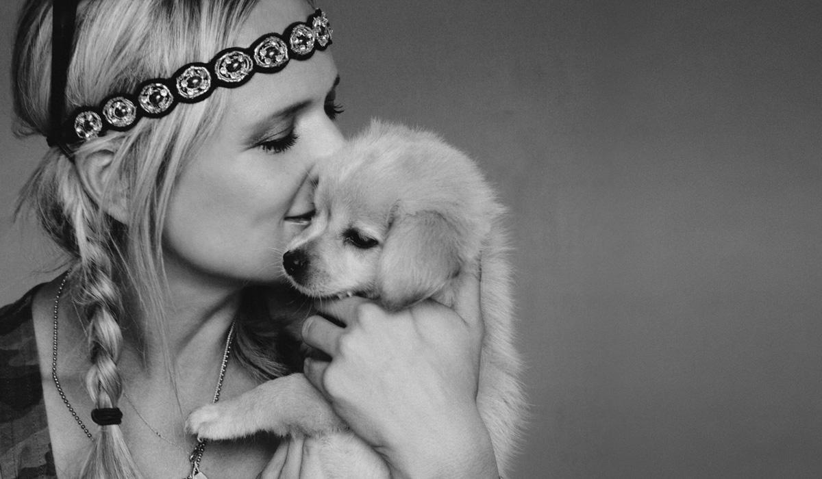 miranda lambert with puppy.jpg