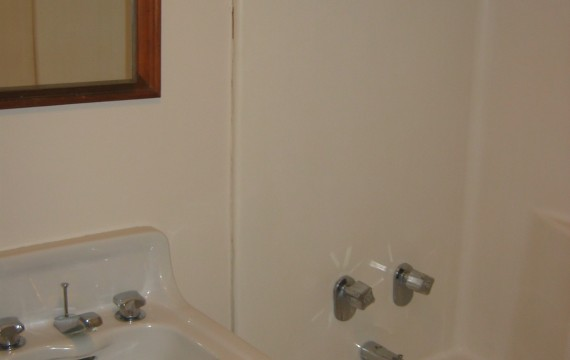 303_bathroom-570x360.jpg