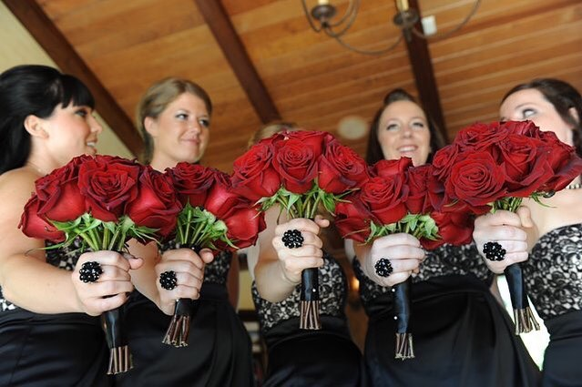 I love me some classic deep red roses! Happy Friyay y'all!  #ocwedding #weddingplanning #makingmemories #weddingplanner #weddingdress #cheerfuloccasions #bridesmaids #bride #dayofcoordination #arroyotrabucowedding