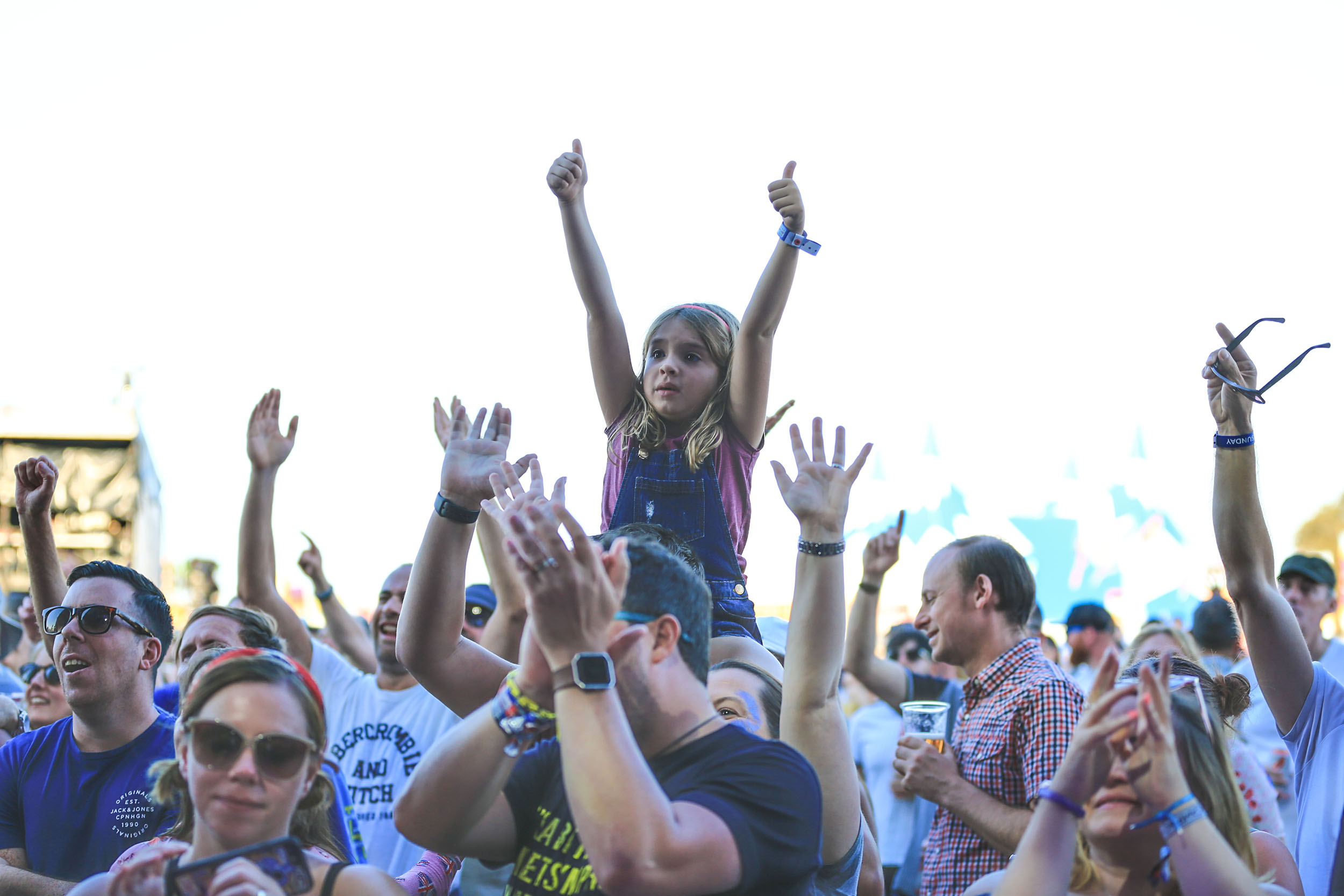 COOL BRITANNIA FESTIVAL 2018 GIRL ON SHOULDERS