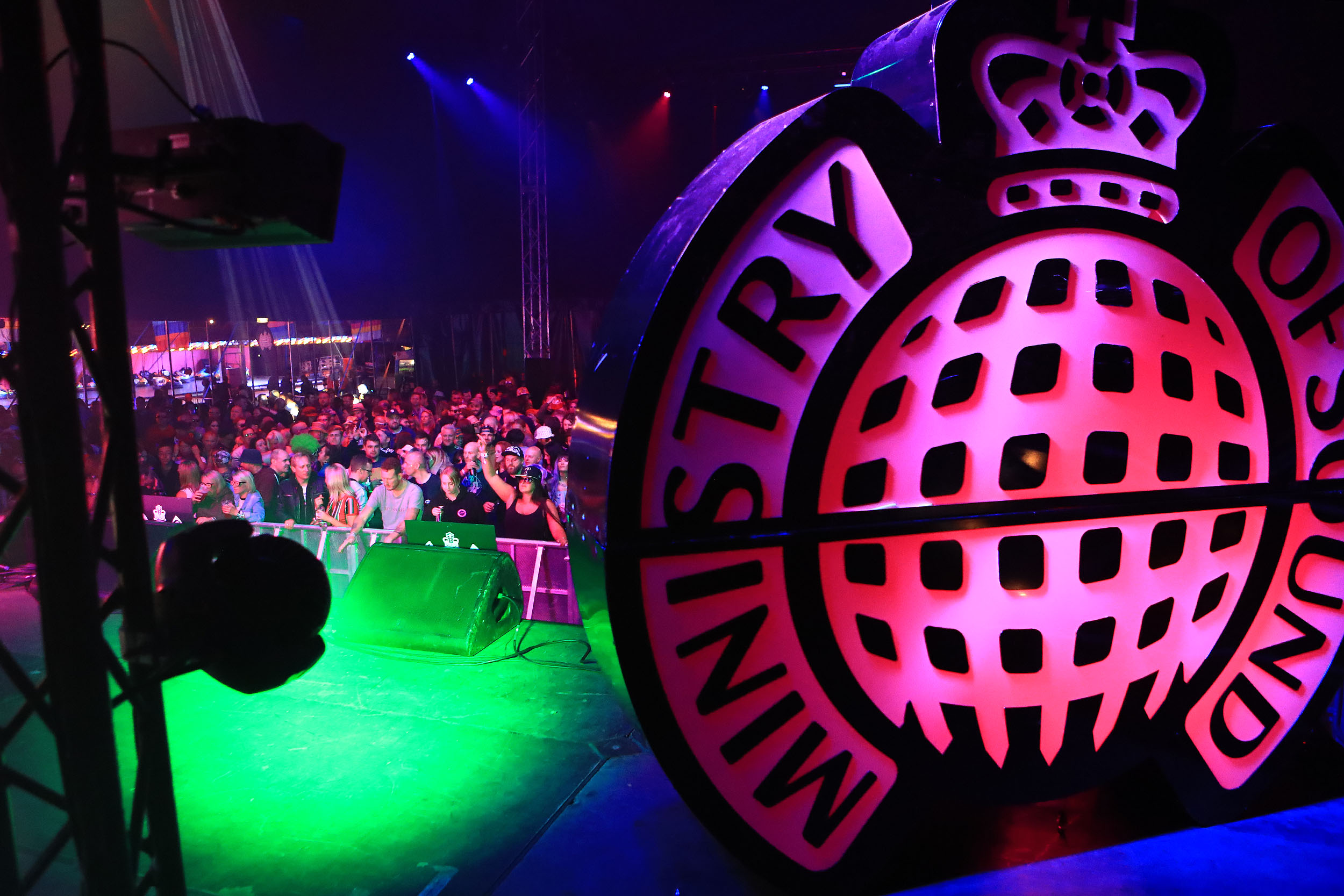 MINISTRY OF SOUND stage - Cool Britannia has teamed up with Ministry Of Sound to bring you some of the biggest DJ's from the best era performing over the weekend. When the actions stops on the main stage it's time to dance the night away. Head to the Ministry Of Sound Stage - Every night features 2 Ministry of Sound DJ's plus special guest Club Classic performances. Check out the line up page for a list of artists not to miss over the weekend at Knebworth.