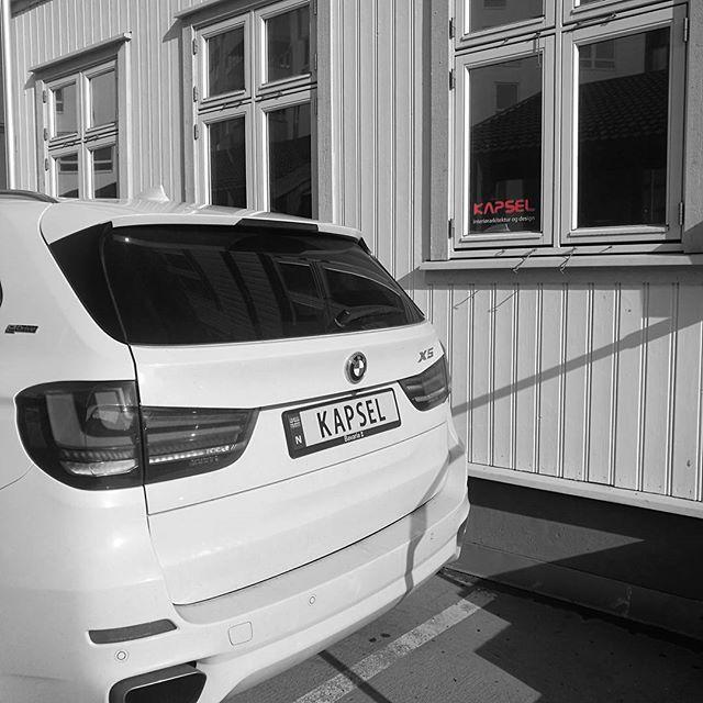 Matcher kontoret 👌 #kapsel_design #kapselpåtur #logo #bilskilt