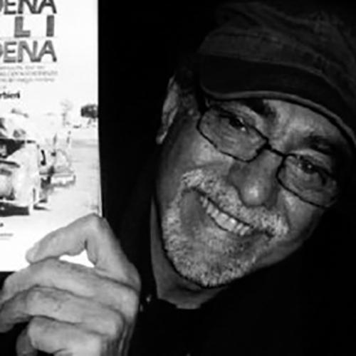 Gio-Barbieri-con-in-mano-il-libro-Modena-Bali-Modena_1.jpg