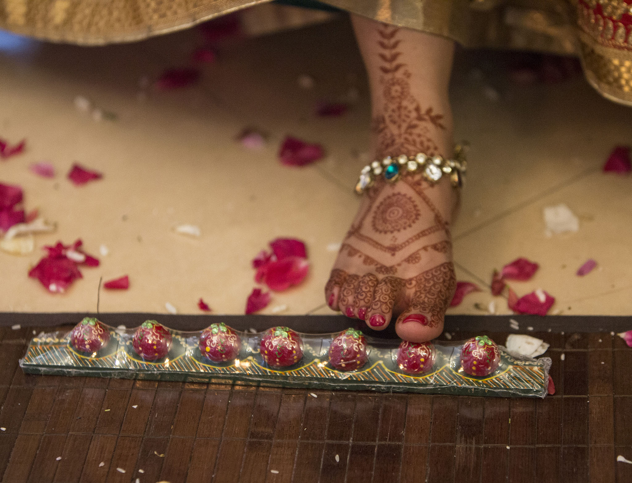 elizabethgphotography_kingslangley_hertfordshire_fineart_indian_wedding_photography_jigna_bhuja_bhaktivedanta_manor_watford_03.jpg