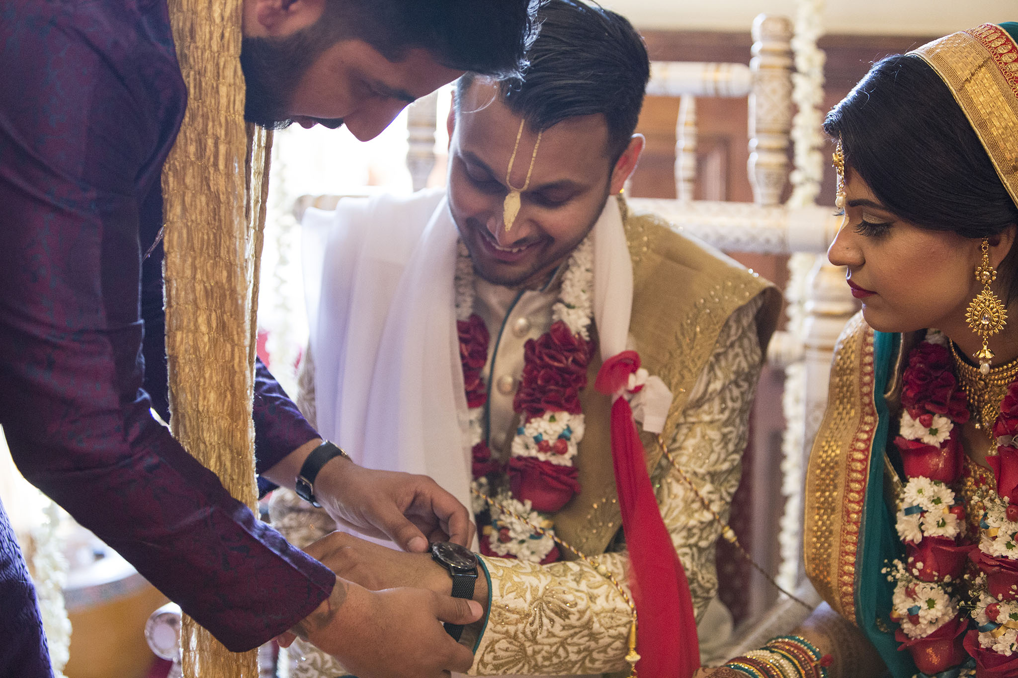 elizabethgphotography_kingslangley_hertfordshire_fineart_indian_wedding_photography_jigna_bhuja_bhaktivedanta_manor_watford_05.jpg