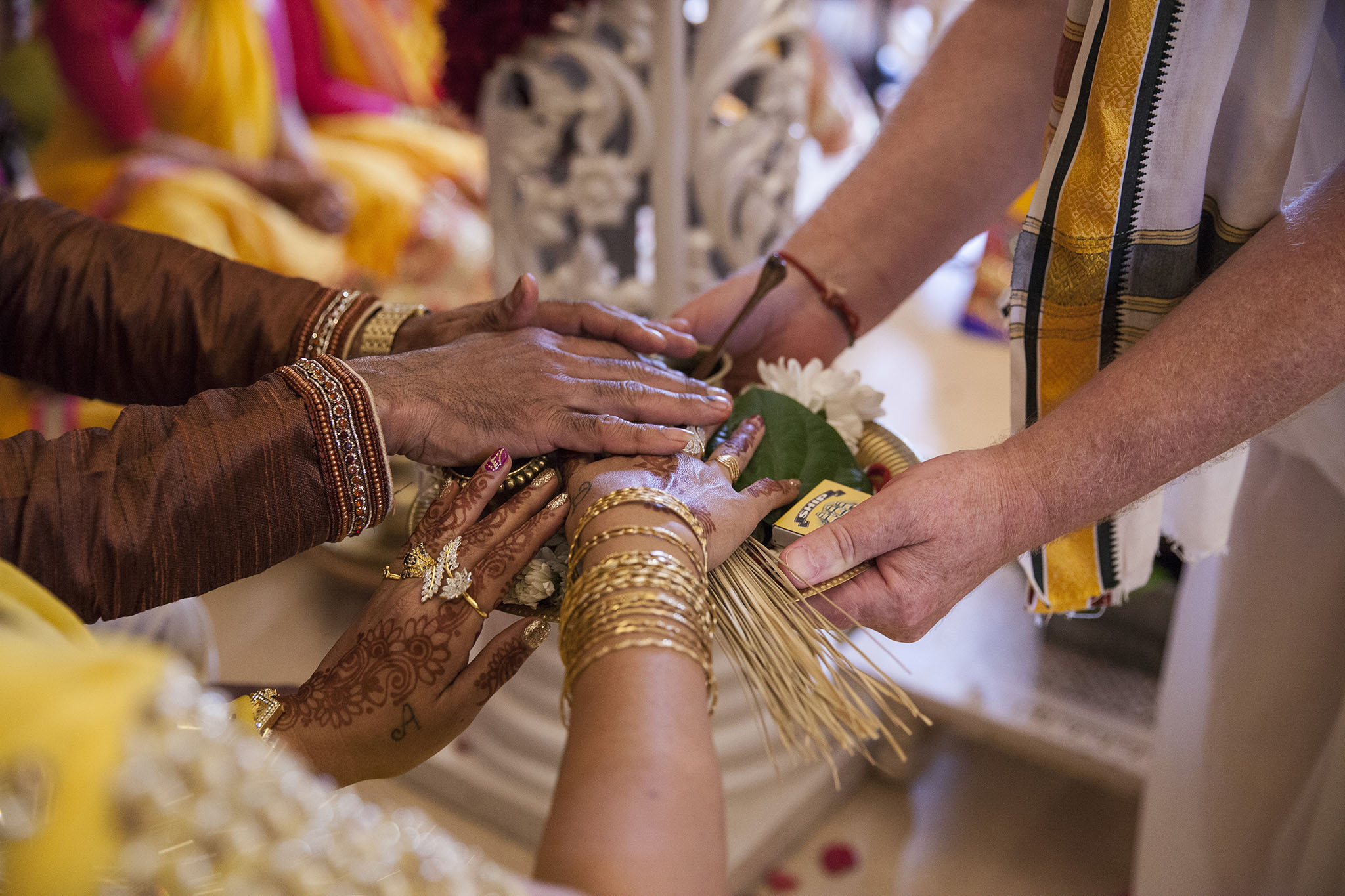 elizabethgphotography_kingslangley_hertfordshire_fineart_indian_wedding_photography_jigna_bhuja_bhaktivedanta_manor_watford_21.jpg