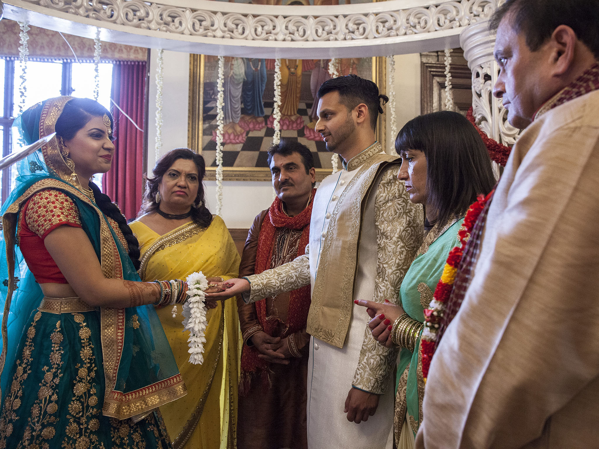 elizabethgphotography_kingslangley_hertfordshire_fineart_indian_wedding_photography_jigna_bhuja_bhaktivedanta_manor_watford_25.jpg