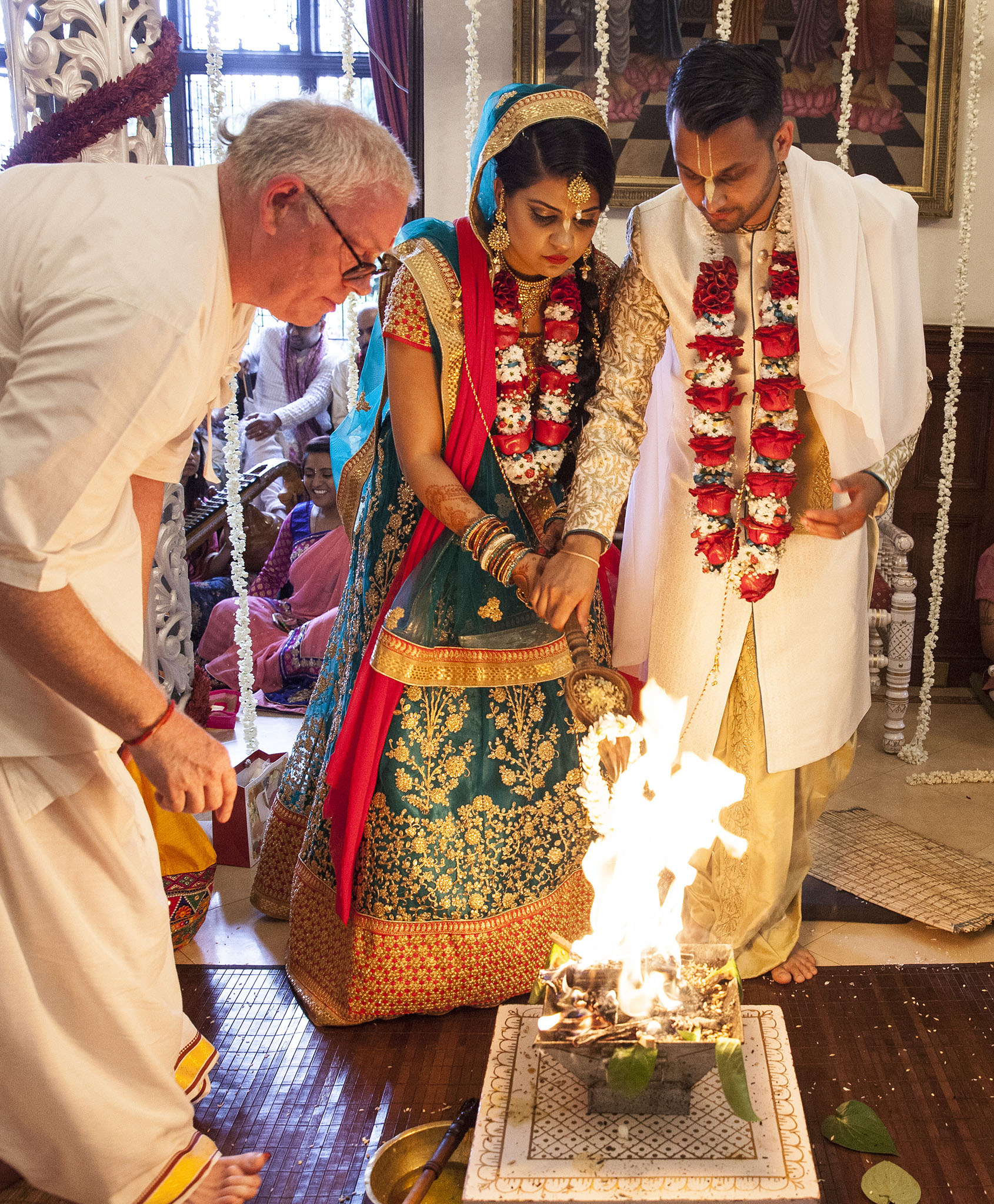 elizabethgphotography_kingslangley_hertfordshire_fineart_indian_wedding_photography_jigna_bhuja_bhaktivedanta_manor_watford_29.jpg