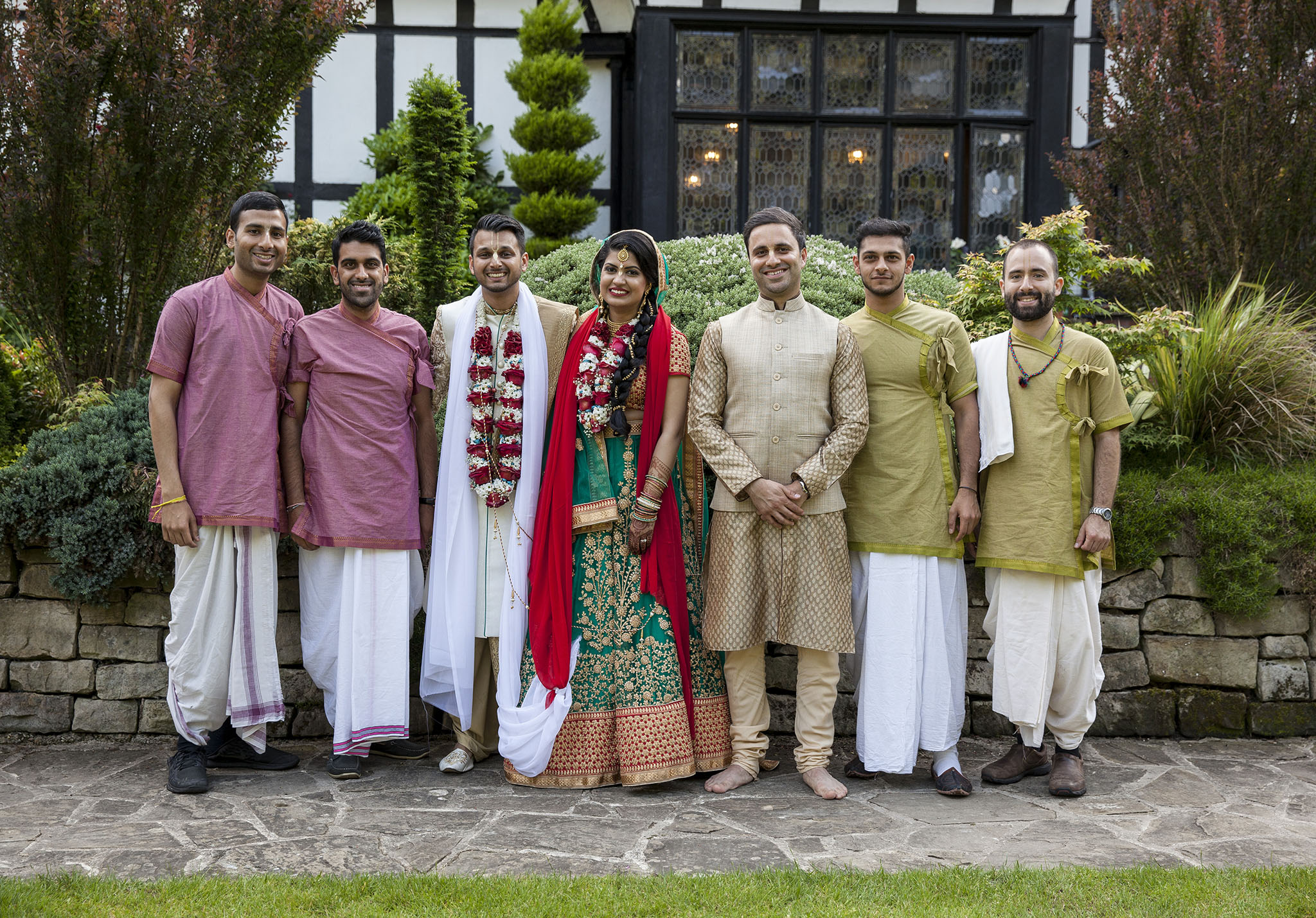 elizabethgphotography_kingslangley_hertfordshire_fineart_indian_wedding_photography_jigna_bhuja_bhaktivedanta_manor_watford_30.jpg