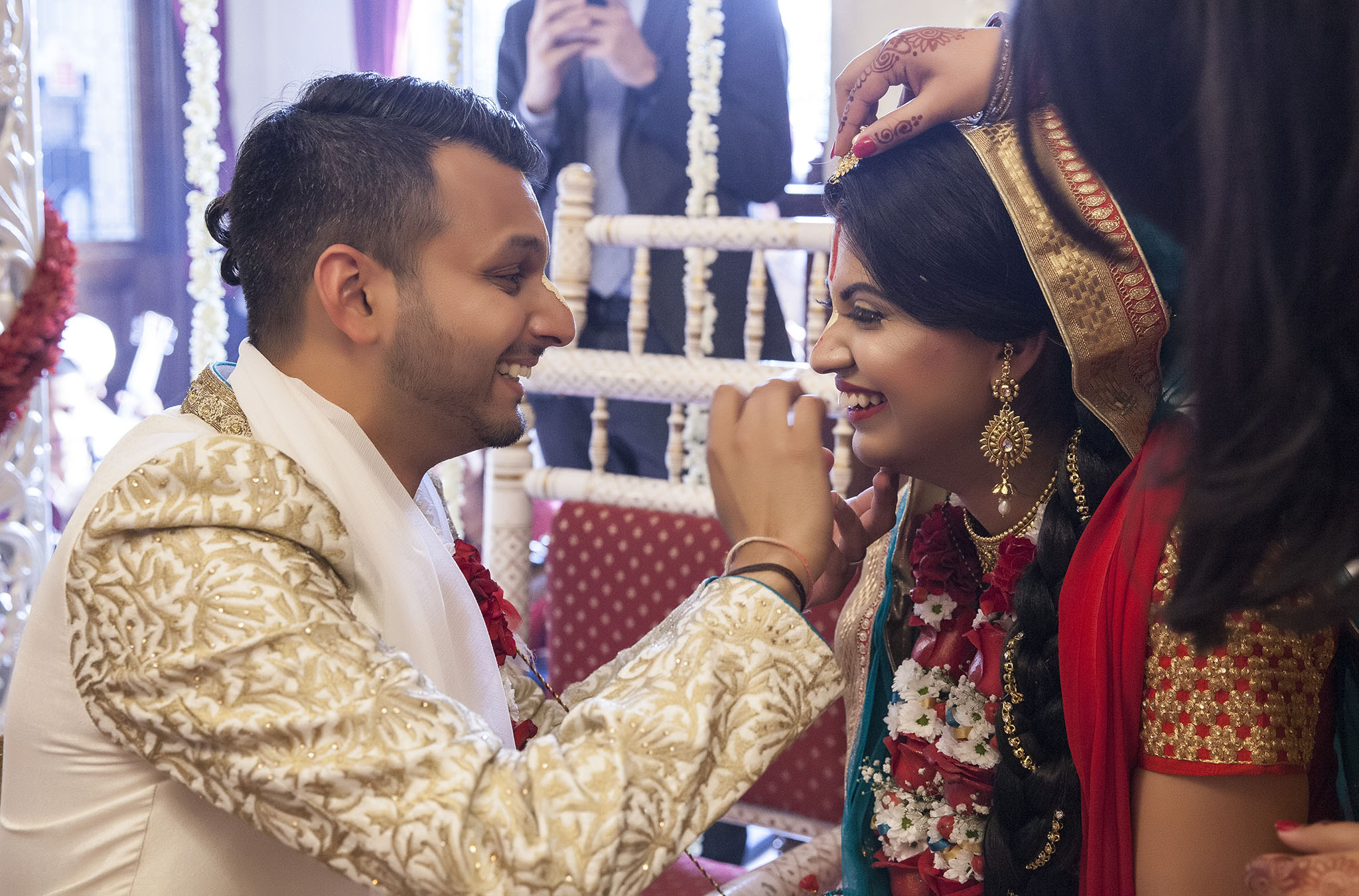 elizabethgphotography_kingslangley_hertfordshire_fineart_indian_wedding_photography_jigna_bhuja_bhaktivedanta_manor_watford_36.jpg