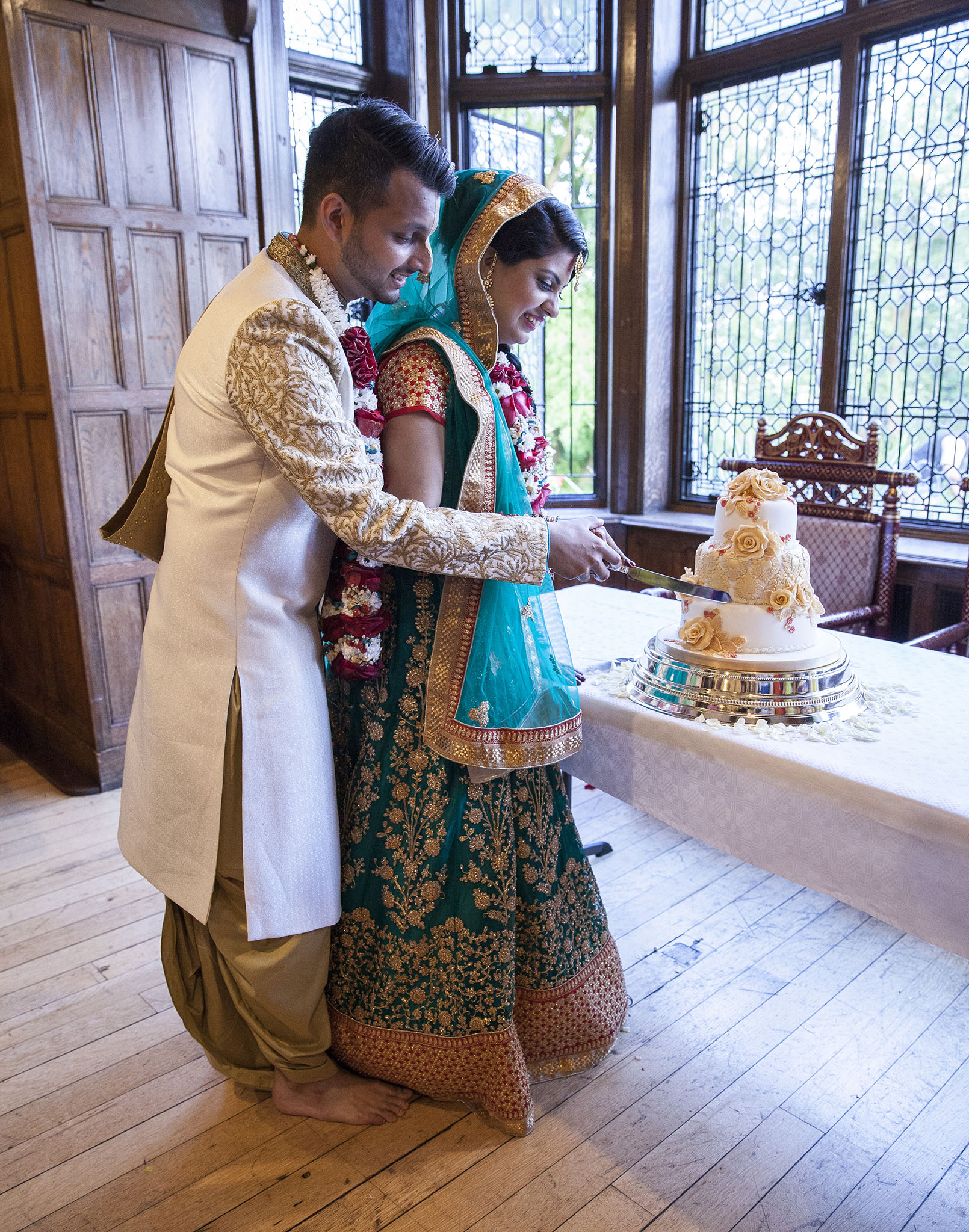 elizabethgphotography_kingslangley_hertfordshire_fineart_indian_wedding_photography_jigna_bhuja_bhaktivedanta_manor_watford_37.jpg