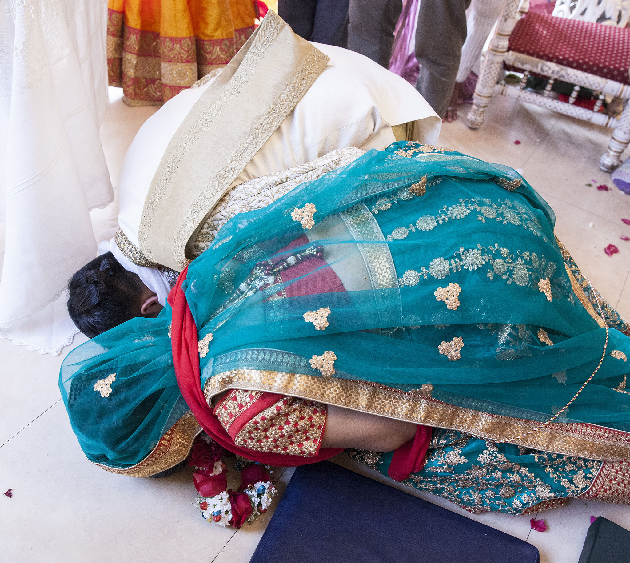 elizabethgphotography_kingslangley_hertfordshire_fineart_indian_wedding_photography_jigna_bhuja_bhaktivedanta_manor_watford_38.jpg