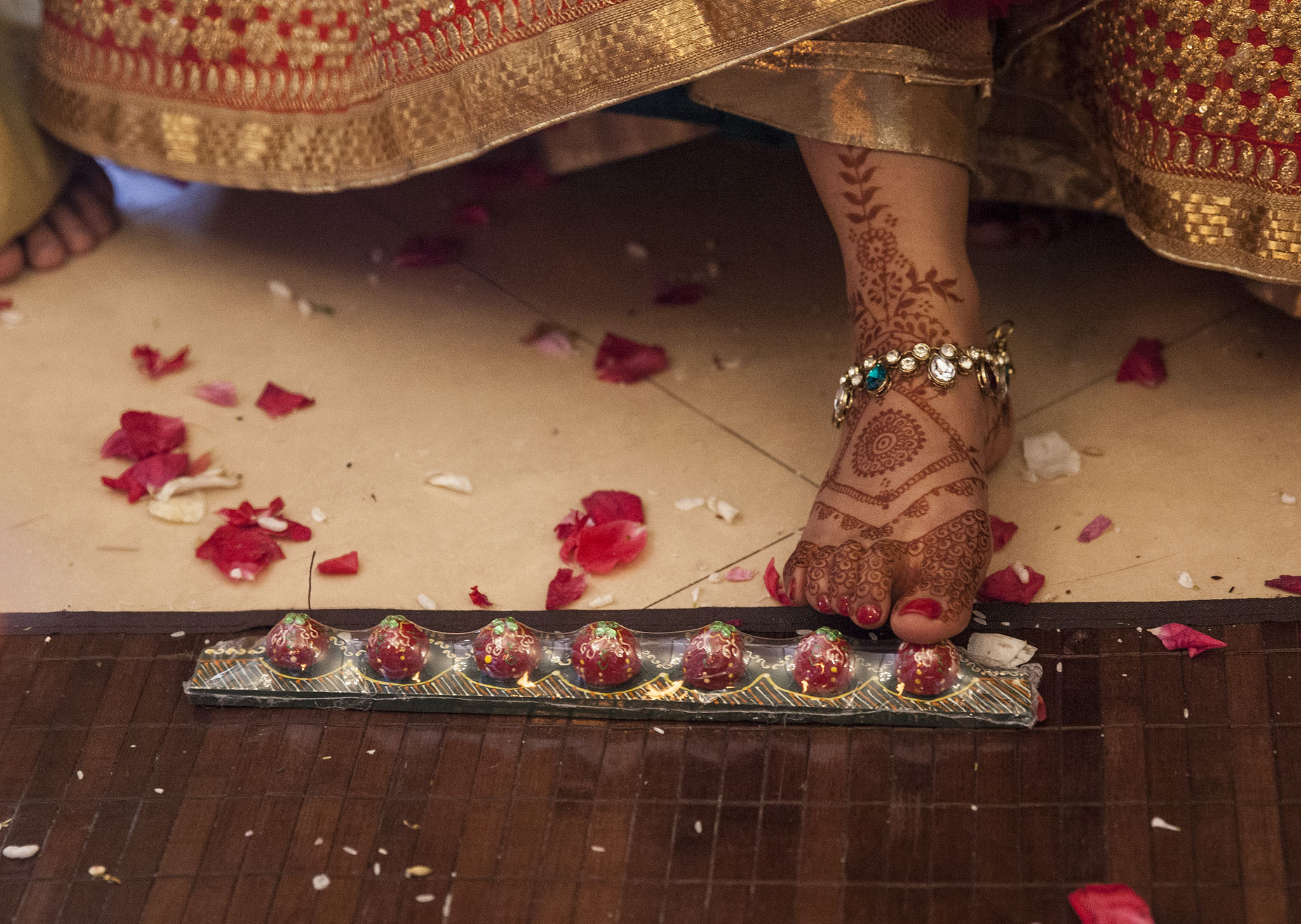 elizabethgphotography_kingslangley_hertfordshire_fineart_indian_wedding_photography_jigna_bhuja_bhaktivedanta_manor_watford_40.jpg