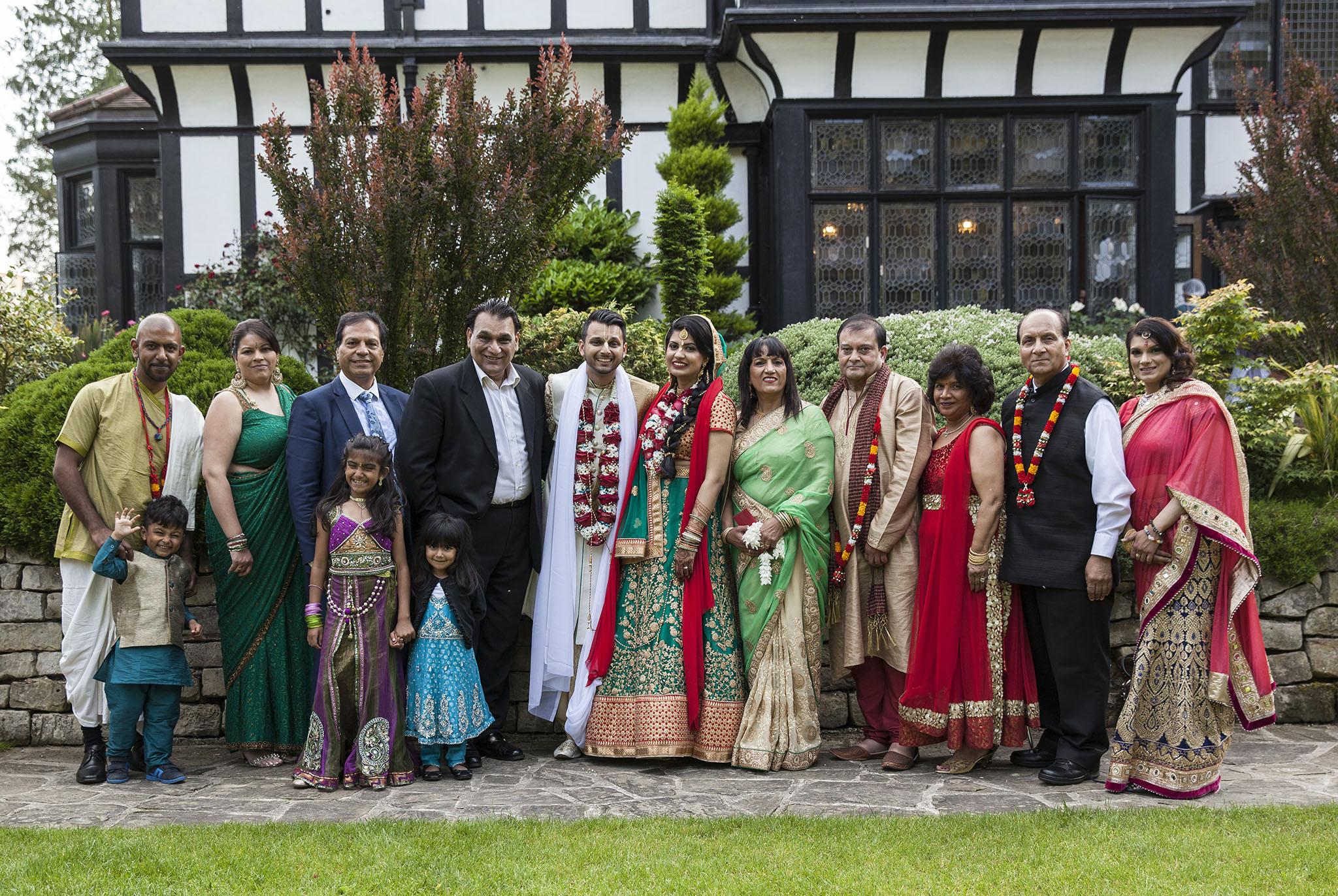 elizabethgphotography_kingslangley_hertfordshire_fineart_indian_wedding_photography_jigna_bhuja_bhaktivedanta_manor_watford_41.jpg