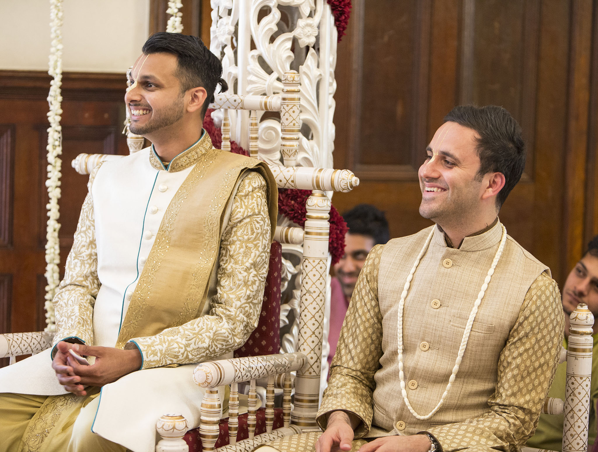 elizabethgphotography_kingslangley_hertfordshire_fineart_indian_wedding_photography_jigna_bhuja_bhaktivedanta_manor_watford_87.jpg