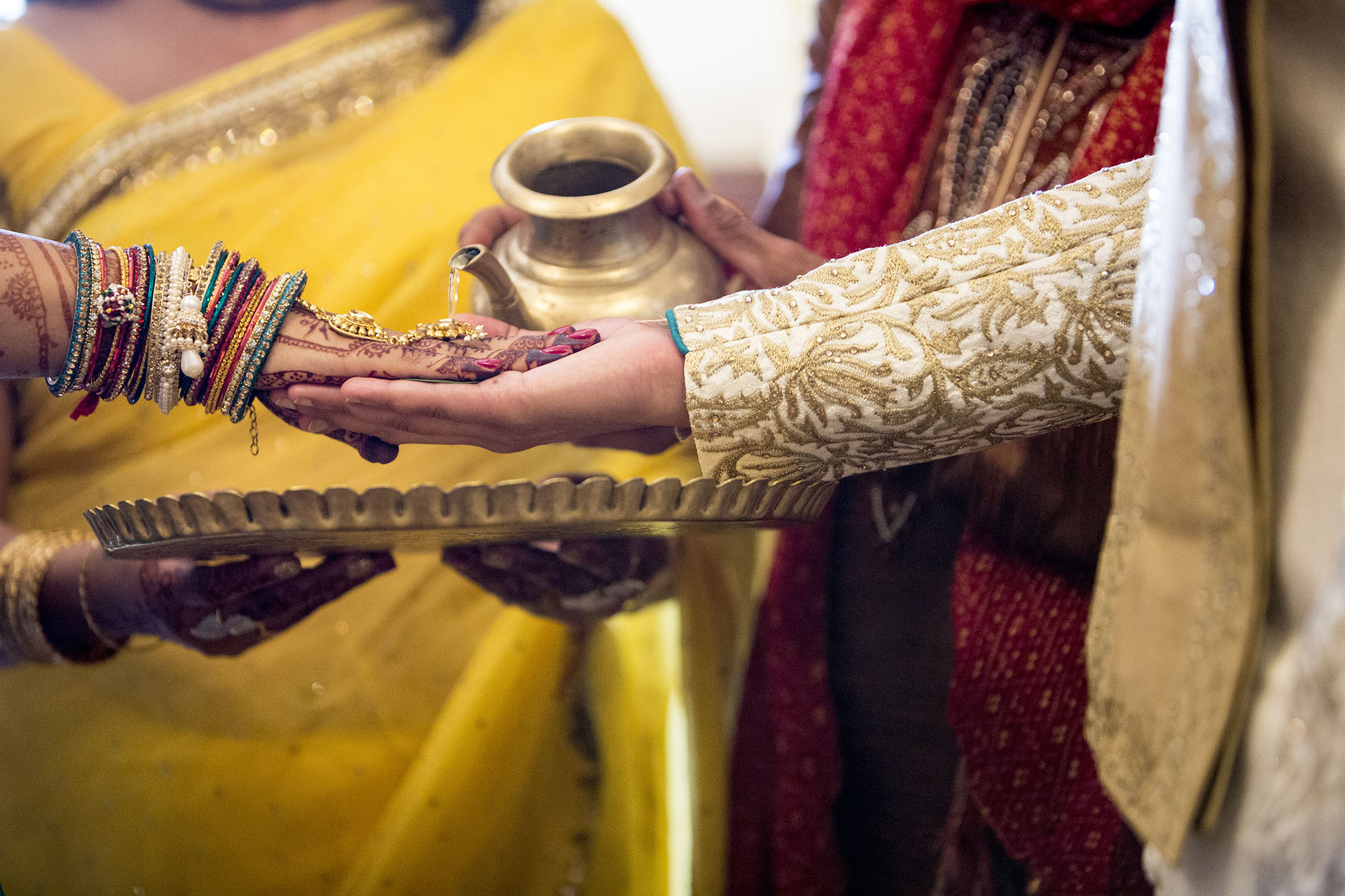 elizabethgphotography_kingslangley_hertfordshire_fineart_indian_wedding_photography_jigna_bhuja_bhaktivedanta_manor_watford_90.jpg
