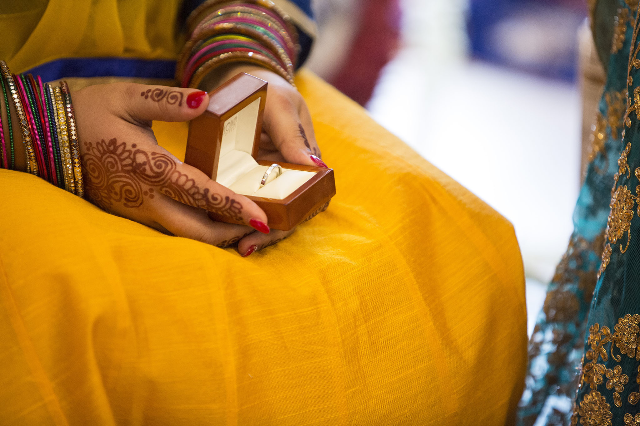 elizabethgphotography_kingslangley_hertfordshire_fineart_indian_wedding_photography_jigna_bhuja_bhaktivedanta_manor_watford_97.jpg
