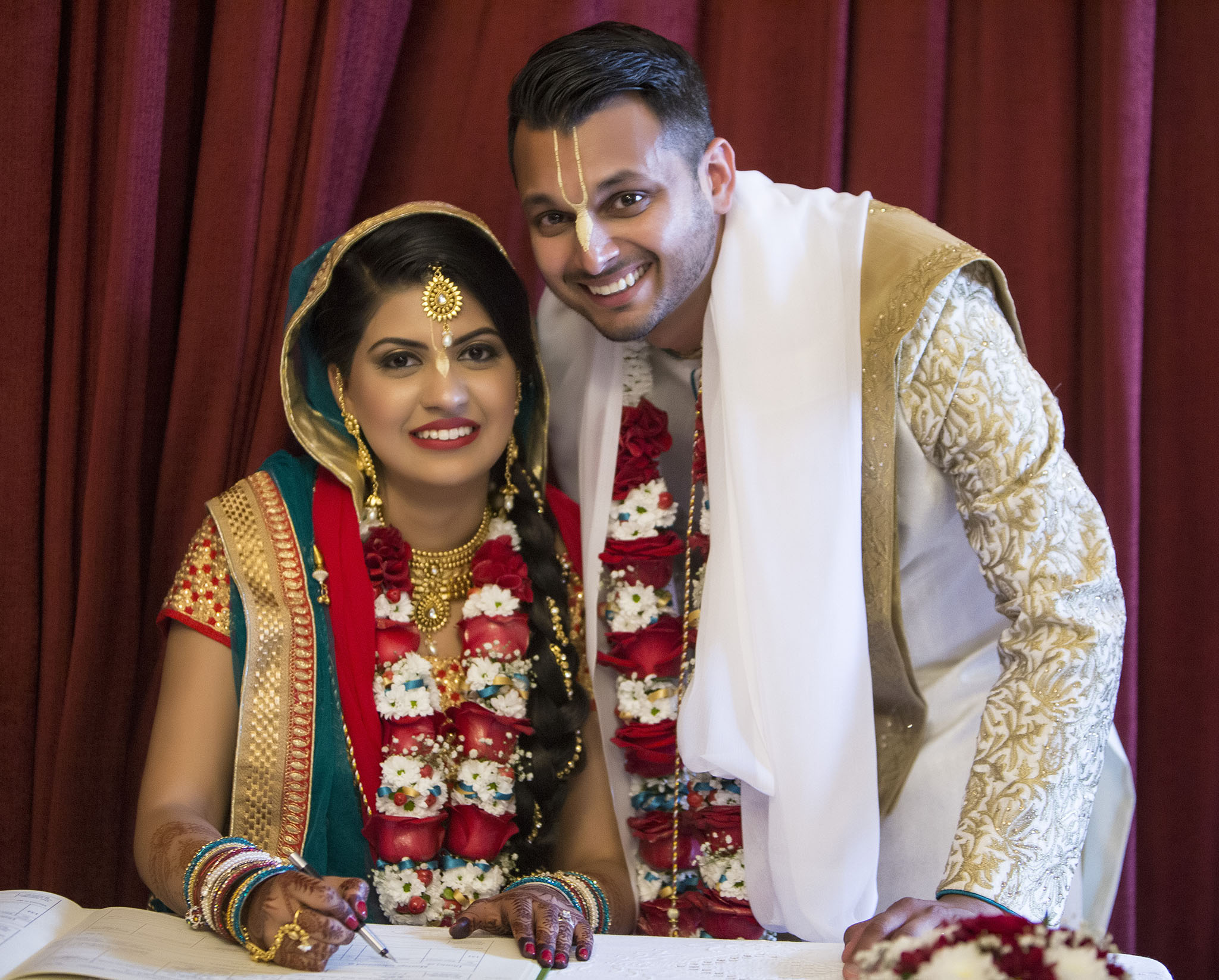elizabethgphotography_kingslangley_hertfordshire_fineart_indian_wedding_photography_jigna_bhuja_bhaktivedanta_manor_watford_99.jpg