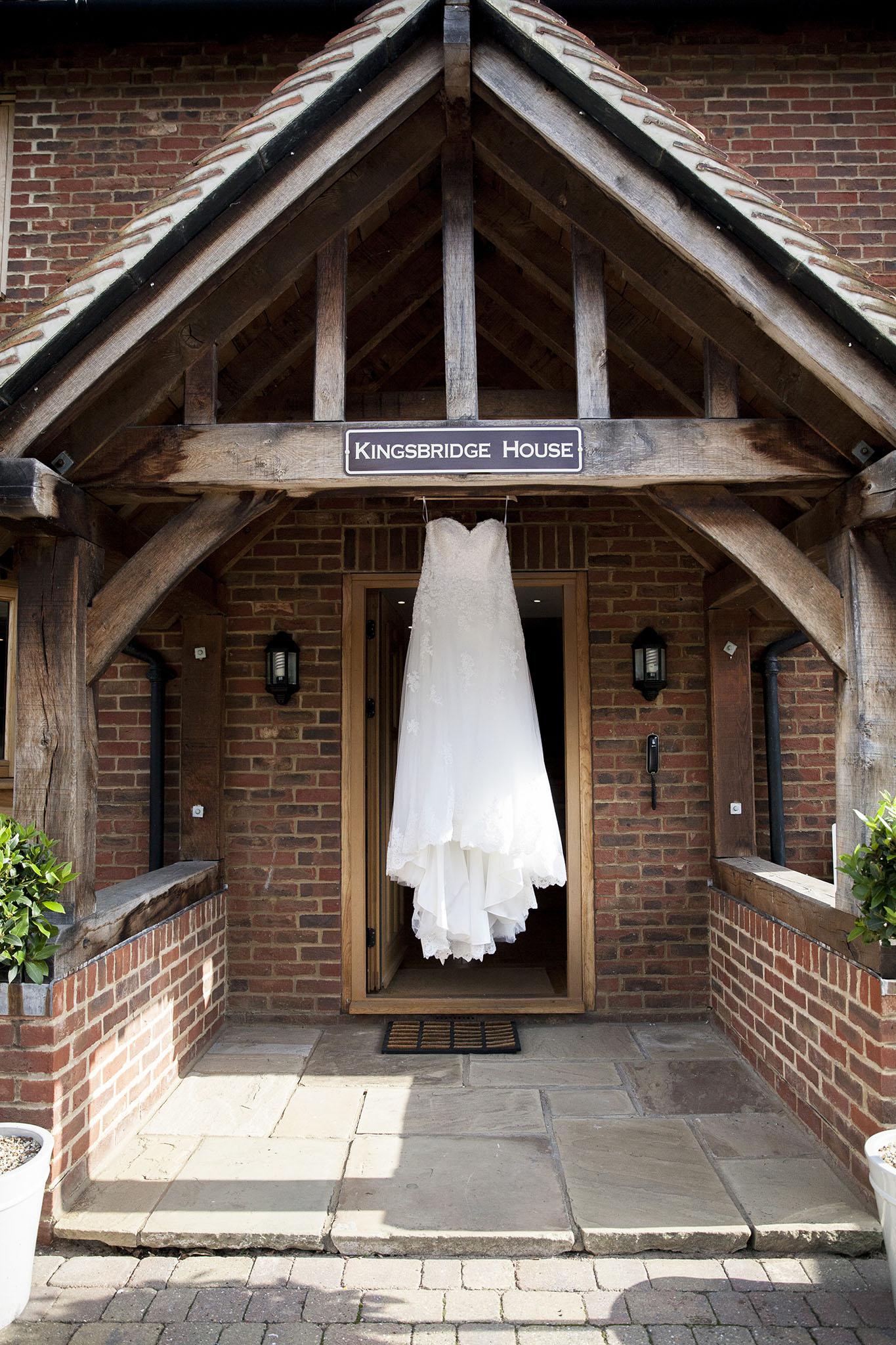 elizabethgphotography_kingslangley_hertfordshire_fineart_wedding_tewinbury_farm_tayna_01.jpg