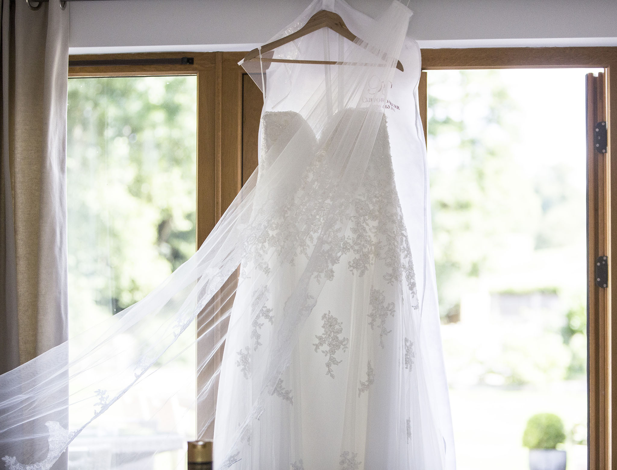 elizabethgphotography_kingslangley_hertfordshire_fineart_wedding_tewinbury_farm_tayna_10.jpg