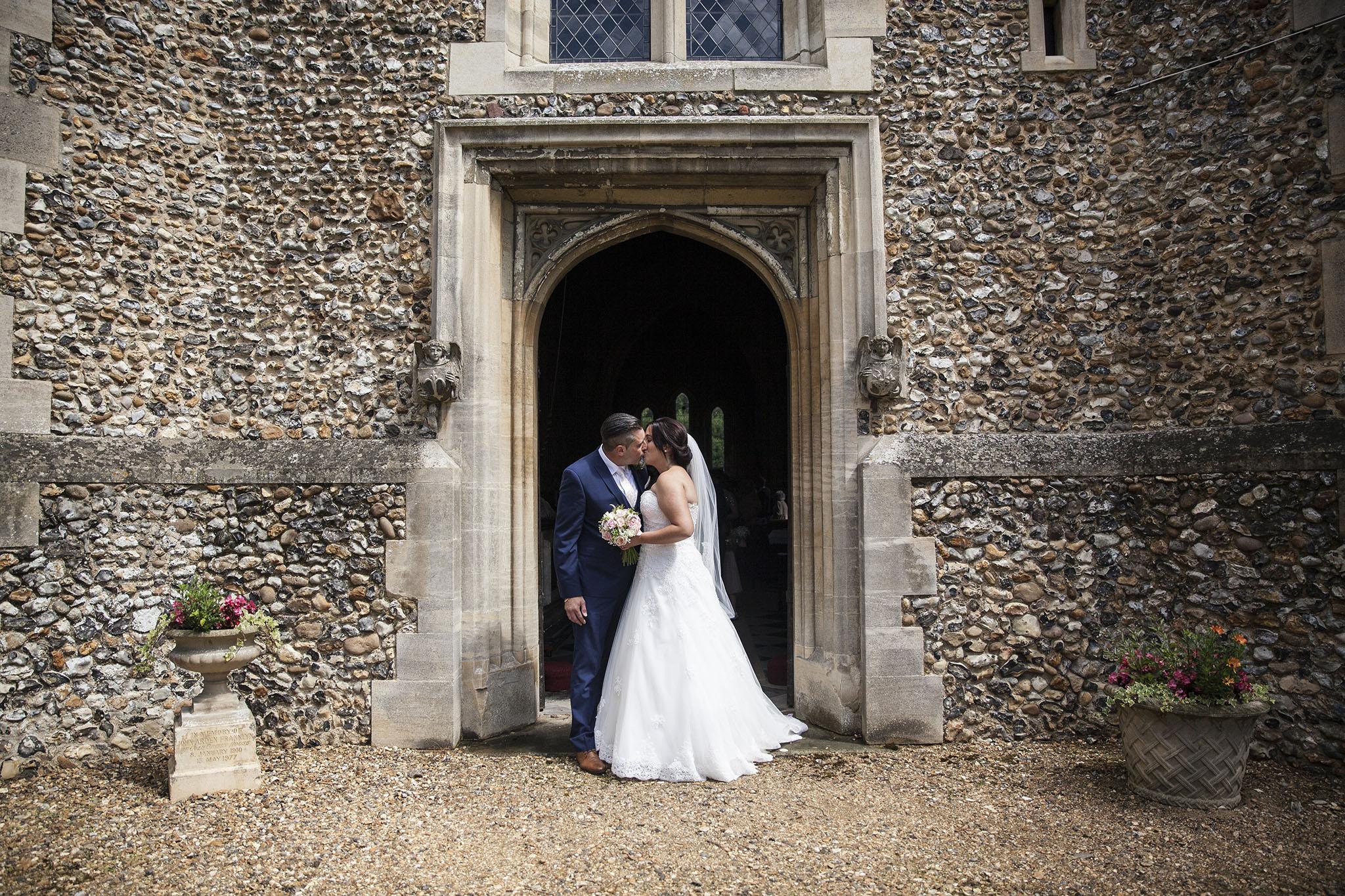 elizabethgphotography_kingslangley_hertfordshire_fineart_wedding_tewinbury_farm_tayna_17.jpg