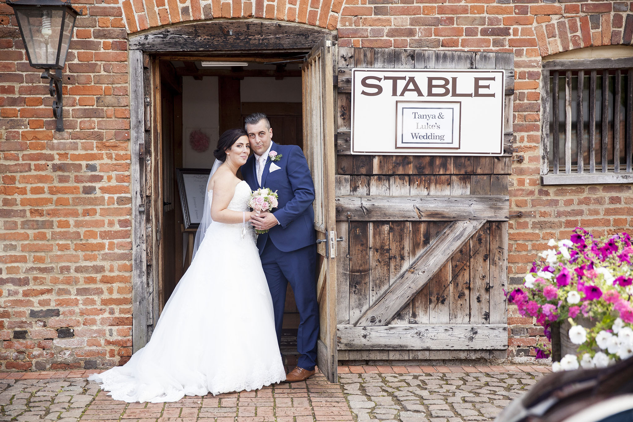 elizabethgphotography_kingslangley_hertfordshire_fineart_wedding_tewinbury_farm_tayna_19.jpg