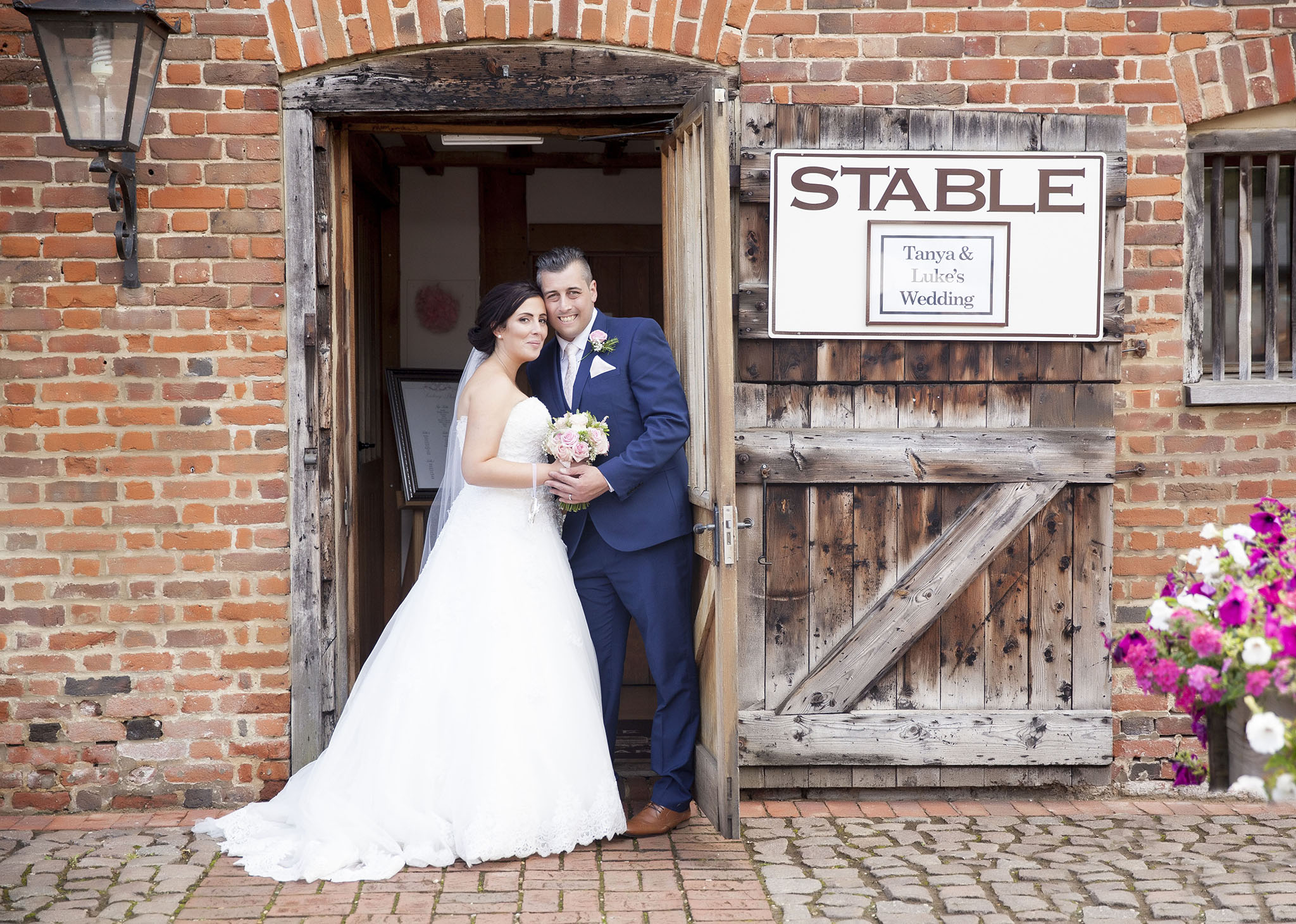 elizabethgphotography_kingslangley_hertfordshire_fineart_wedding_tewinbury_farm_tayna_20.jpg