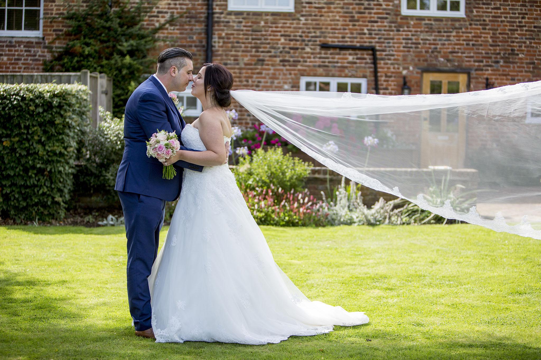 elizabethgphotography_kingslangley_hertfordshire_fineart_wedding_tewinbury_farm_tayna_22.jpg
