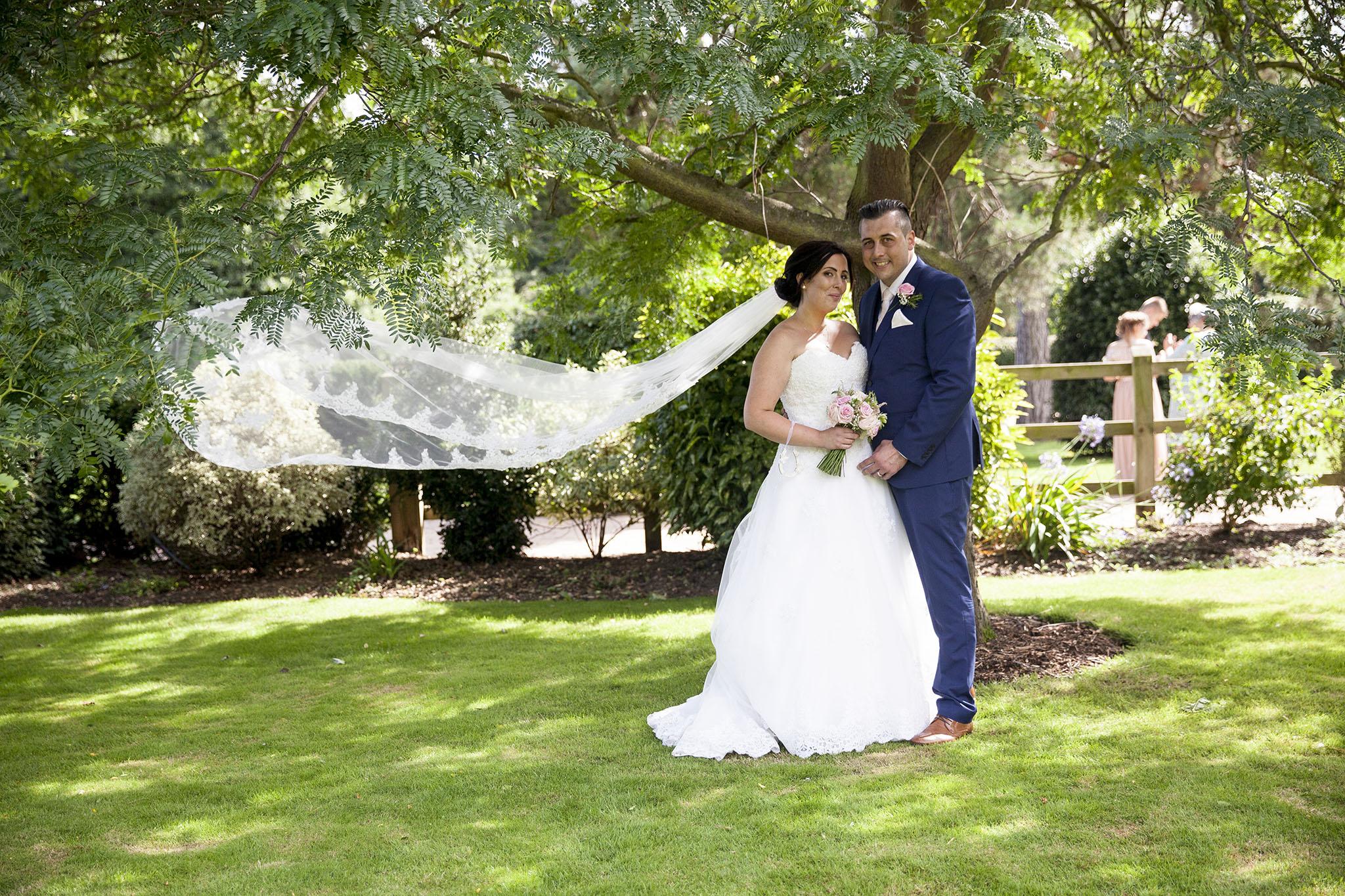 elizabethgphotography_kingslangley_hertfordshire_fineart_wedding_tewinbury_farm_tayna_21.jpg