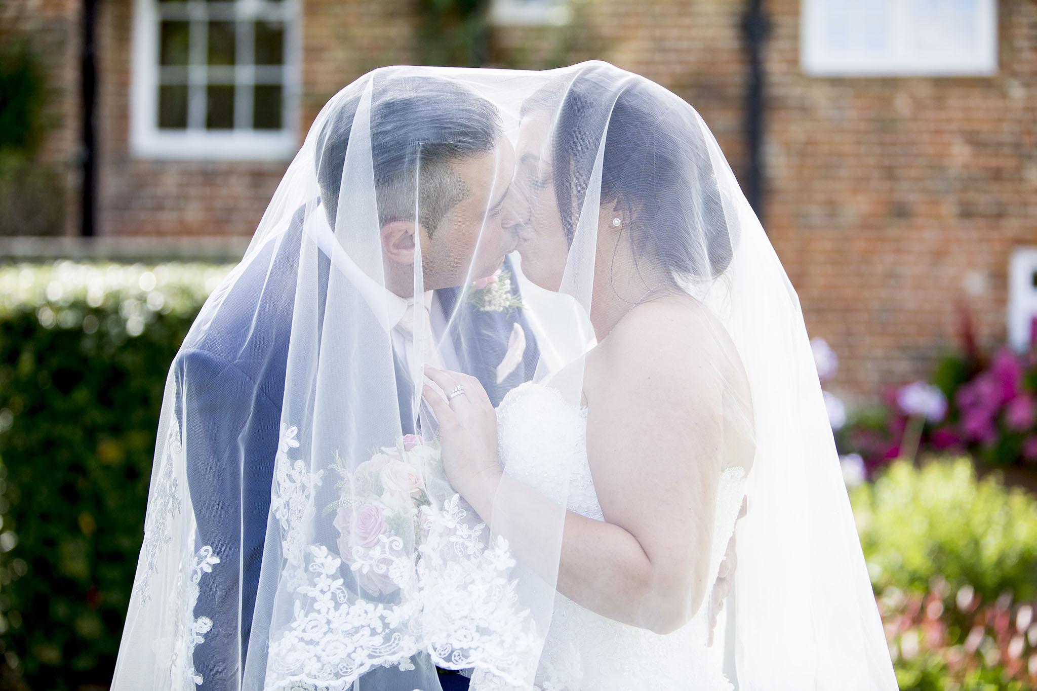 elizabethgphotography_kingslangley_hertfordshire_fineart_wedding_tewinbury_farm_tayna_23.jpg
