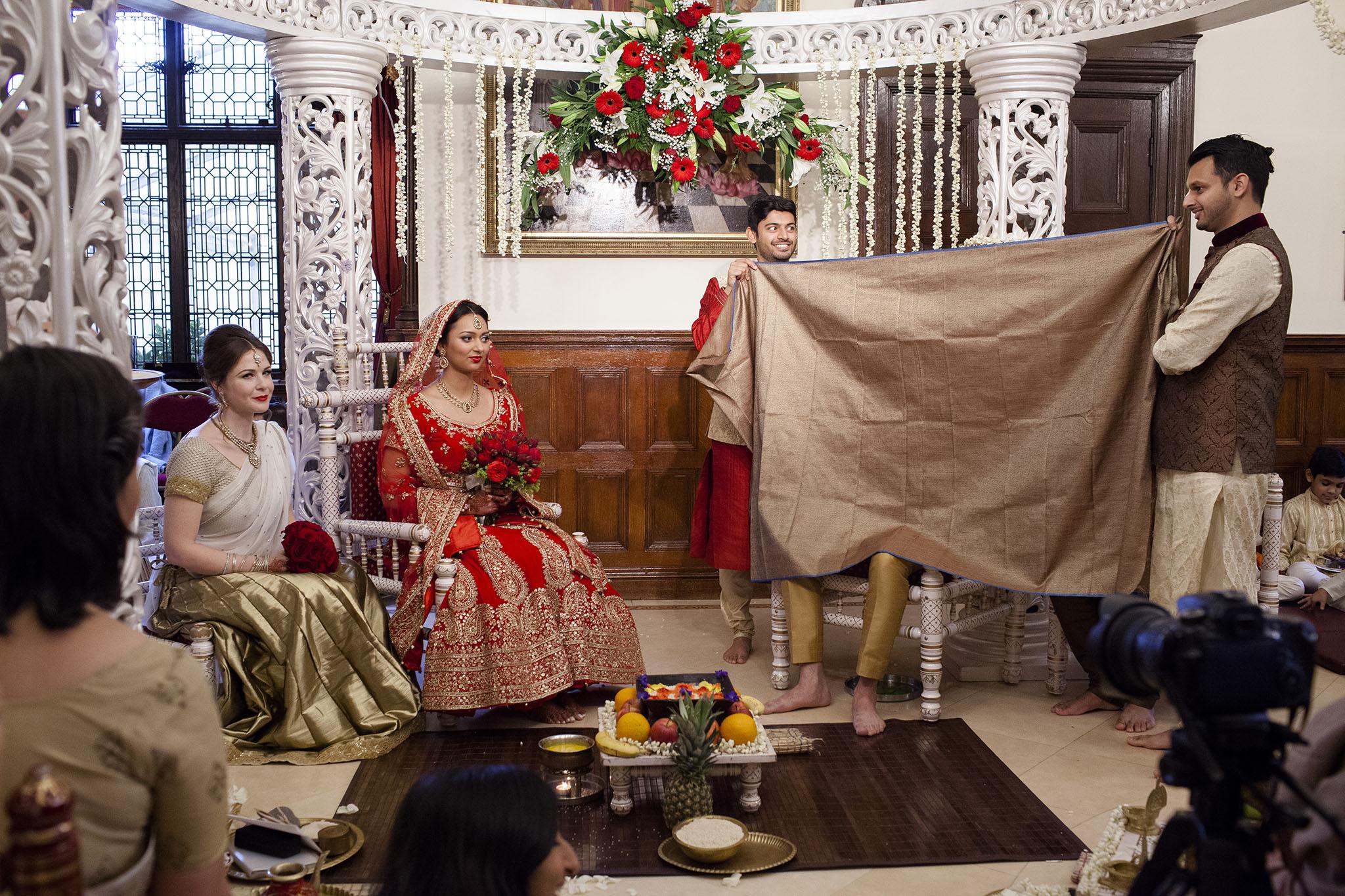 elizabethgphotography_kingslangley_hertfordshire_fineart_indian_wedding_photography_bhavesh_kundalata_bhaktivedanta_manor_watford_jpg06.jpg