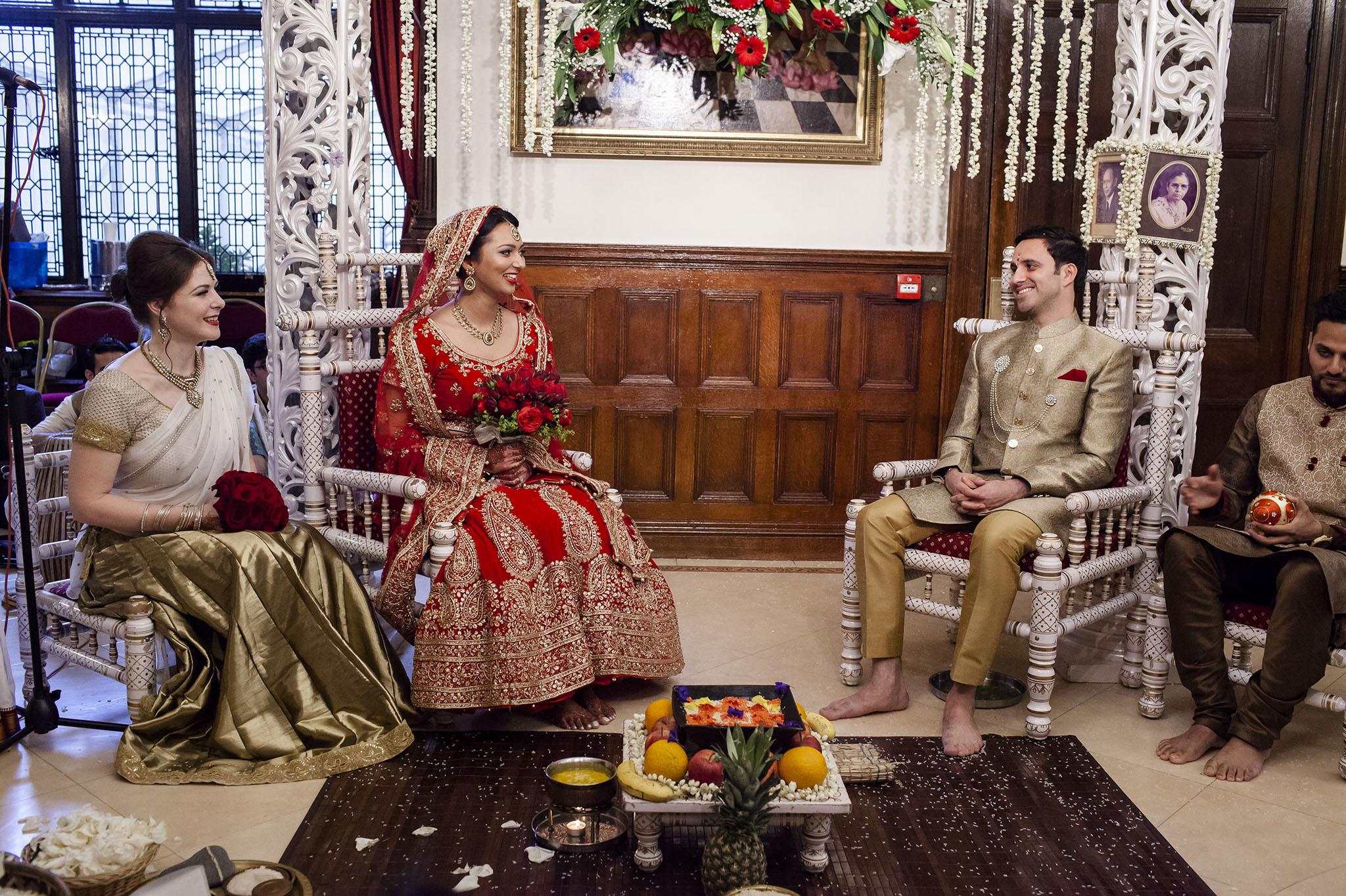 elizabethgphotography_kingslangley_hertfordshire_fineart_indian_wedding_photography_bhavesh_kundalata_bhaktivedanta_manor_watford_jpg16.jpg