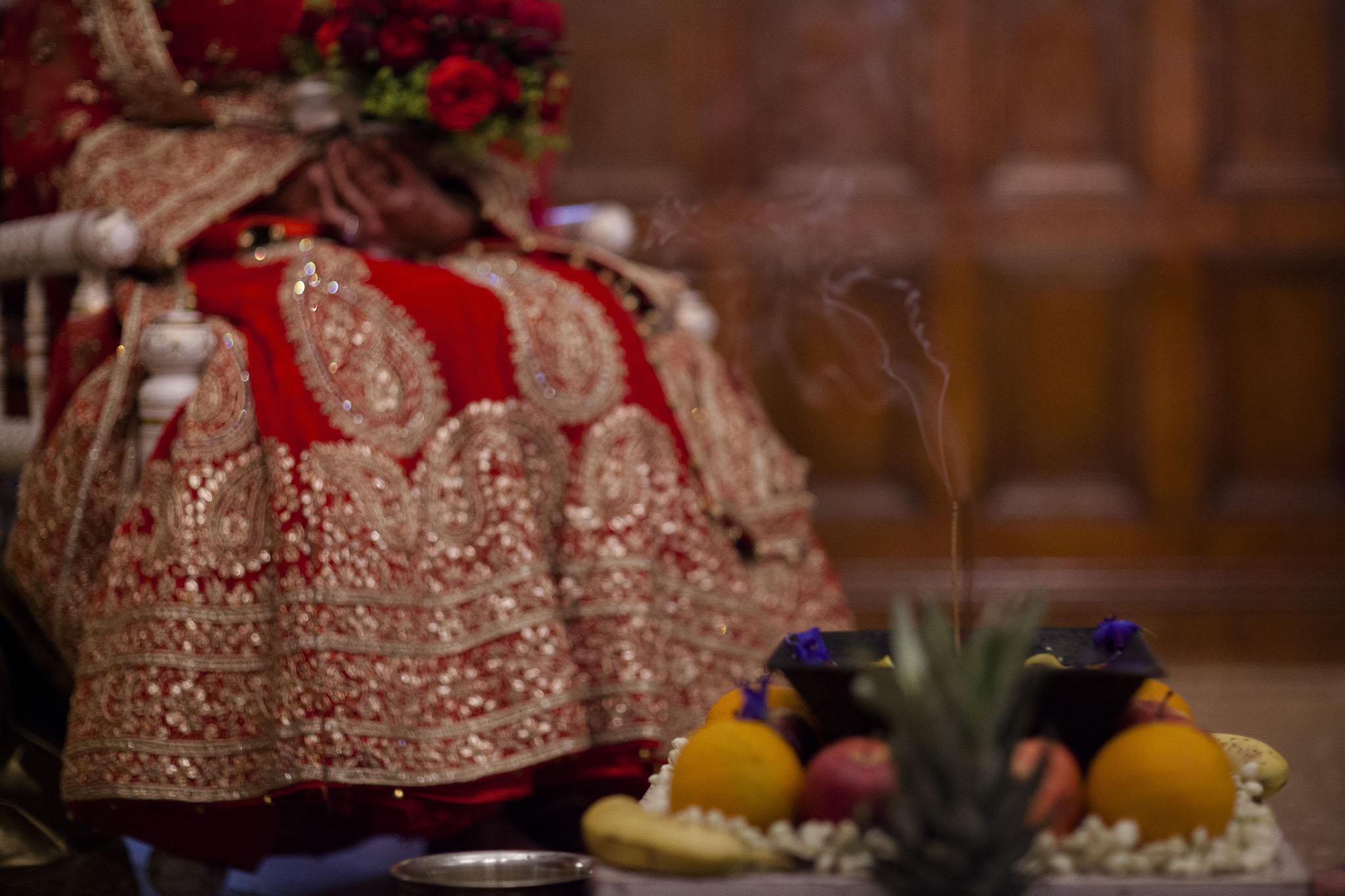 elizabethgphotography_kingslangley_hertfordshire_fineart_indian_wedding_photography_bhavesh_kundalata_bhaktivedanta_manor_watford_jpg22.jpg
