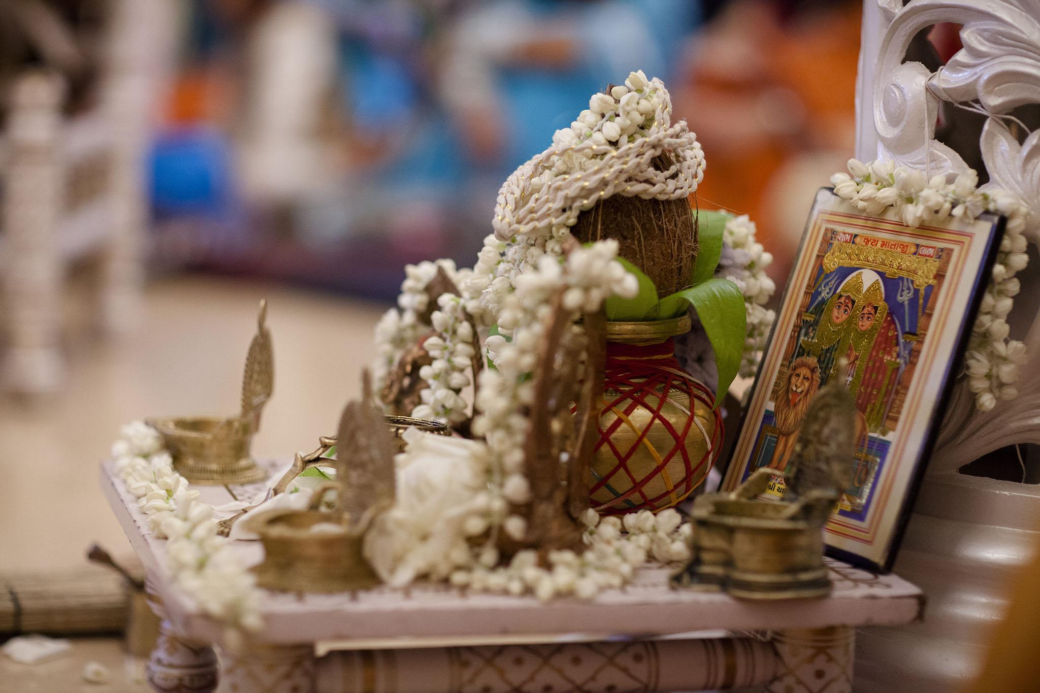 elizabethgphotography_kingslangley_hertfordshire_fineart_indian_wedding_photography_bhavesh_kundalata_bhaktivedanta_manor_watford_jpg24.jpg