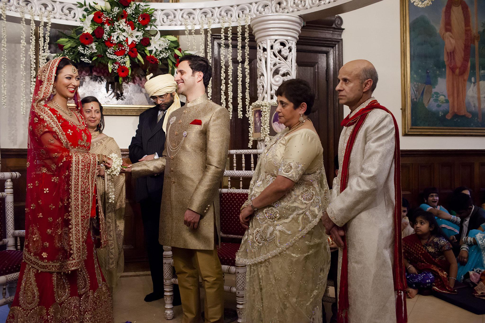 elizabethgphotography_kingslangley_hertfordshire_fineart_indian_wedding_photography_bhavesh_kundalata_bhaktivedanta_manor_watford_jpg28.jpg
