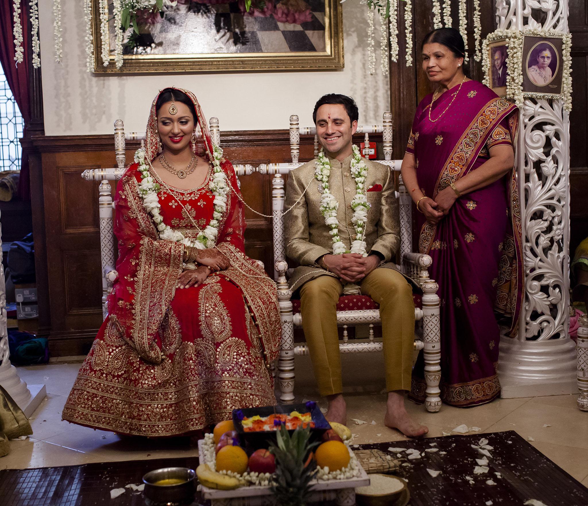 elizabethgphotography_kingslangley_hertfordshire_fineart_indian_wedding_photography_bhavesh_kundalata_bhaktivedanta_manor_watford_jpg34.jpg