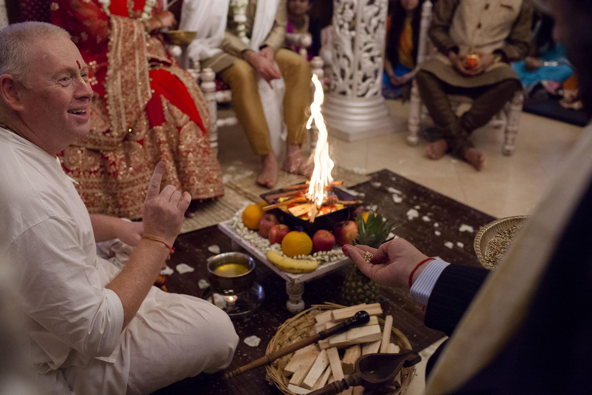 elizabethgphotography_kingslangley_hertfordshire_fineart_indian_wedding_photography_bhavesh_kundalata_bhaktivedanta_manor_watford_jpg38.jpg