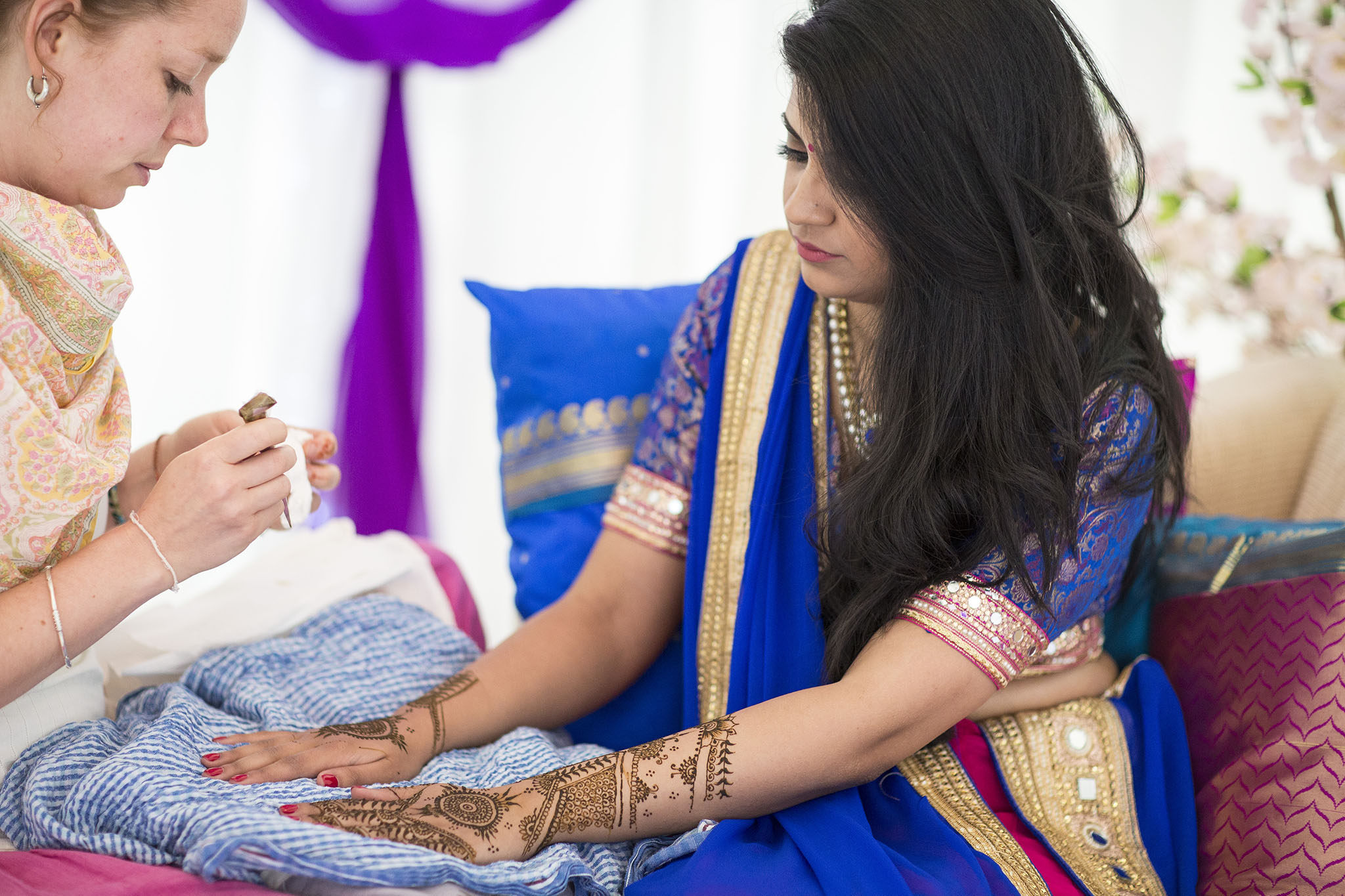elizabethgphotography_kingslangley_hertfordshire_fineart_indian_wedding_mehndi_photography_jigna_bhuja_06.jpg
