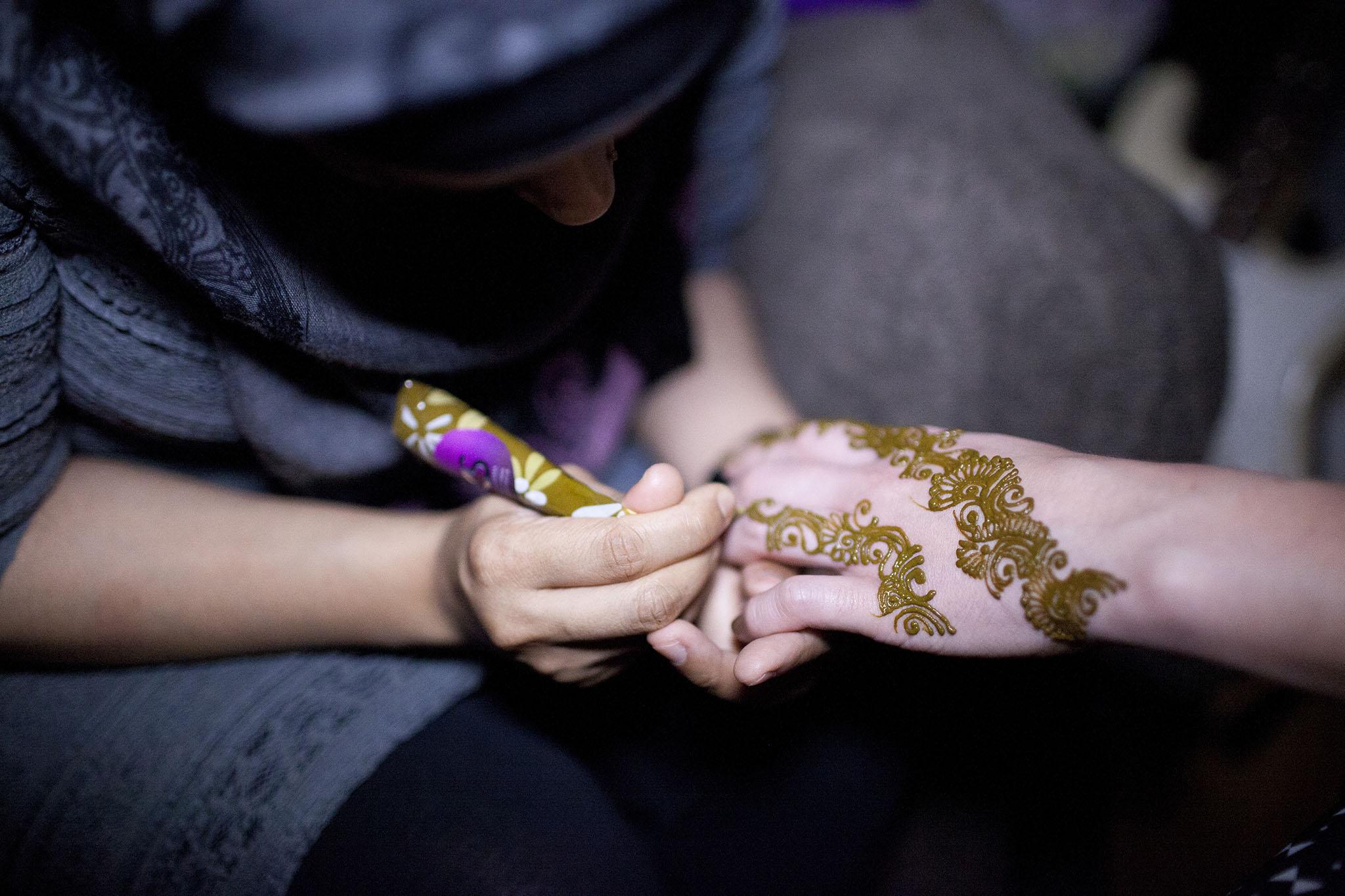elizabethg_fineart_photography_hertfordshire_indian_wedding_mehndi_kundalata_02.jpg