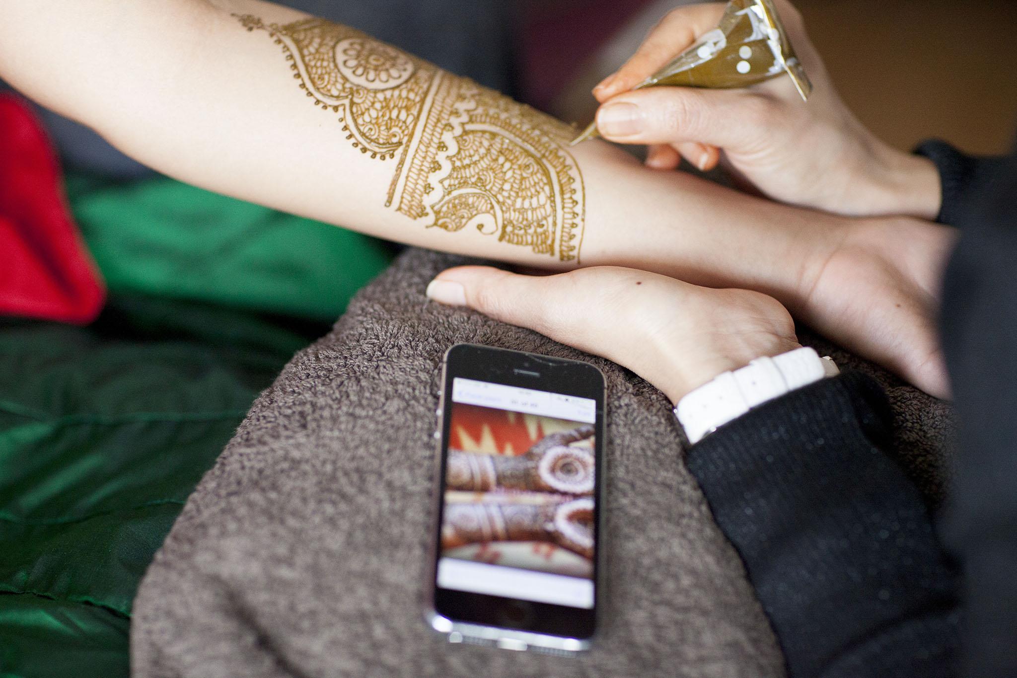 elizabethg_fineart_photography_hertfordshire_indian_wedding_mehndi_kundalata_04.jpg