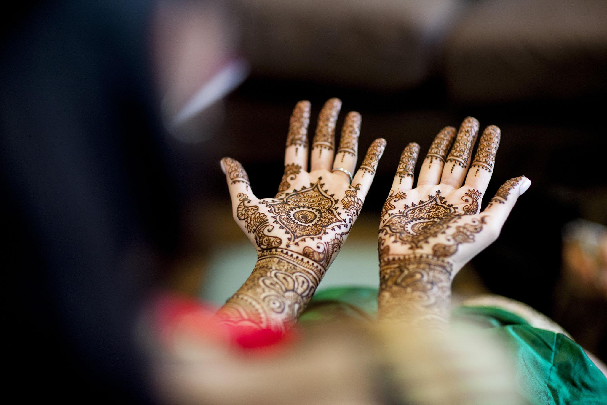 elizabethg_fineart_photography_hertfordshire_indian_wedding_mehndi_kundalata_10.jpg