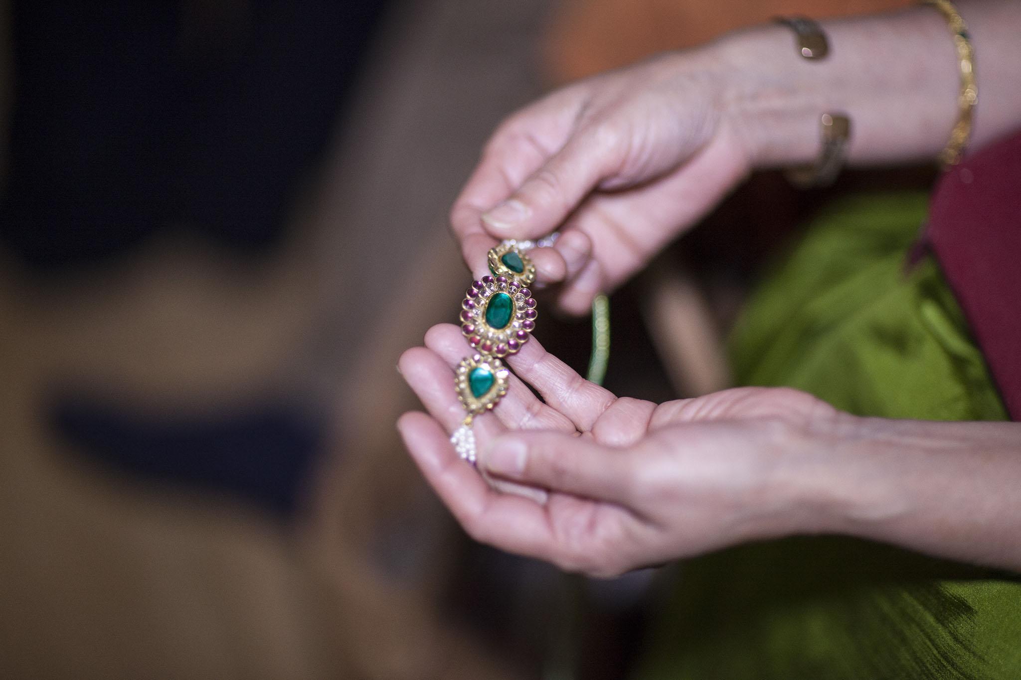 elizabethg_fineart_photography_hertfordshire_indian_wedding_mehndi_kundalata_11.jpg