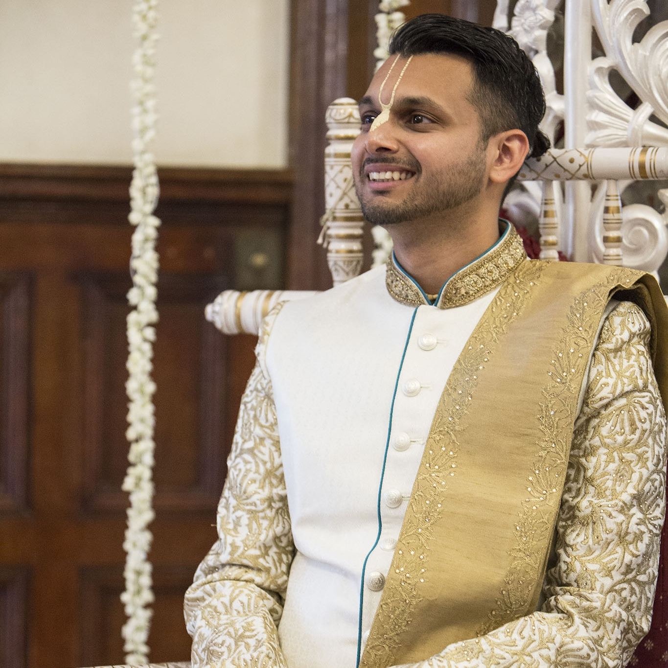 elizabethgphotography_kingslangley_hertfordshire_fineart_indian_wedding_photography_jigna_bhuja_bhaktivedanta_manor_watford_86.jpg