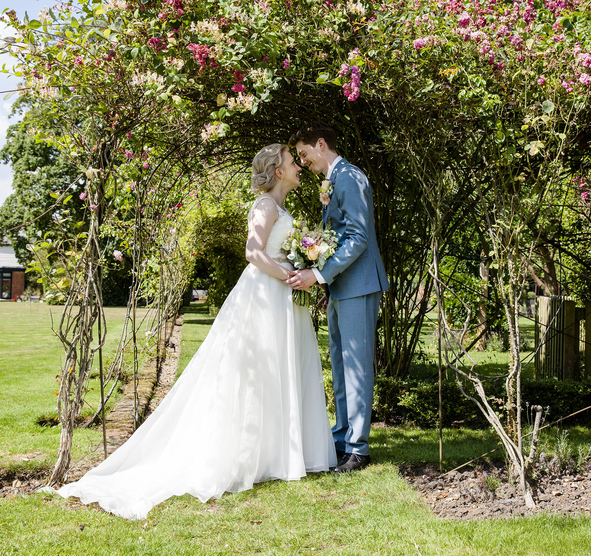 elizabethgphotography_kingslangley_hertfordshire_fineart_wedding_pottersbar_matt_katie_pegg_32.jpg