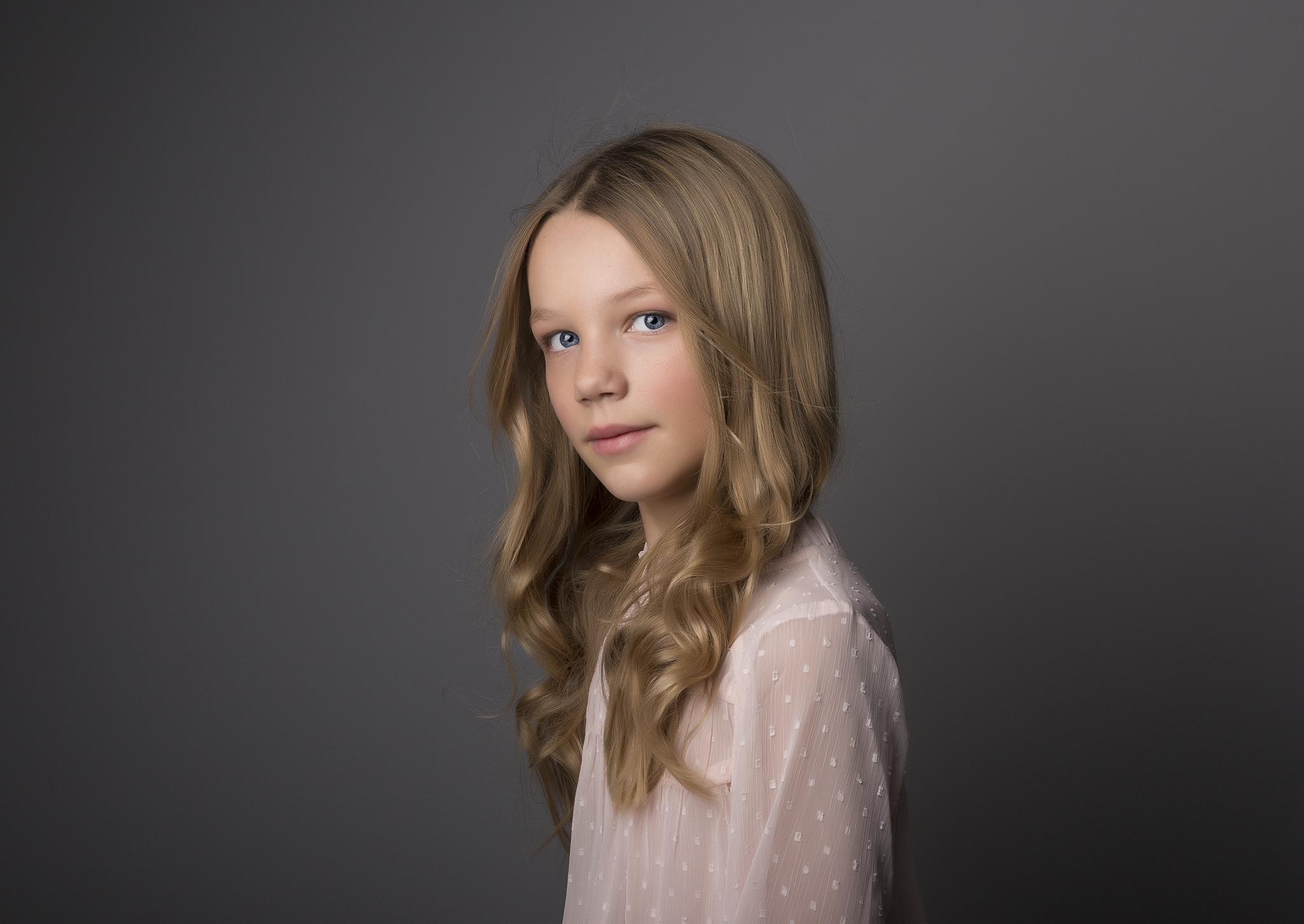 elizabethgphotography_childrens_fineart_kingslangley_hertfordshire_family_photographer_isabella_2a.jpg