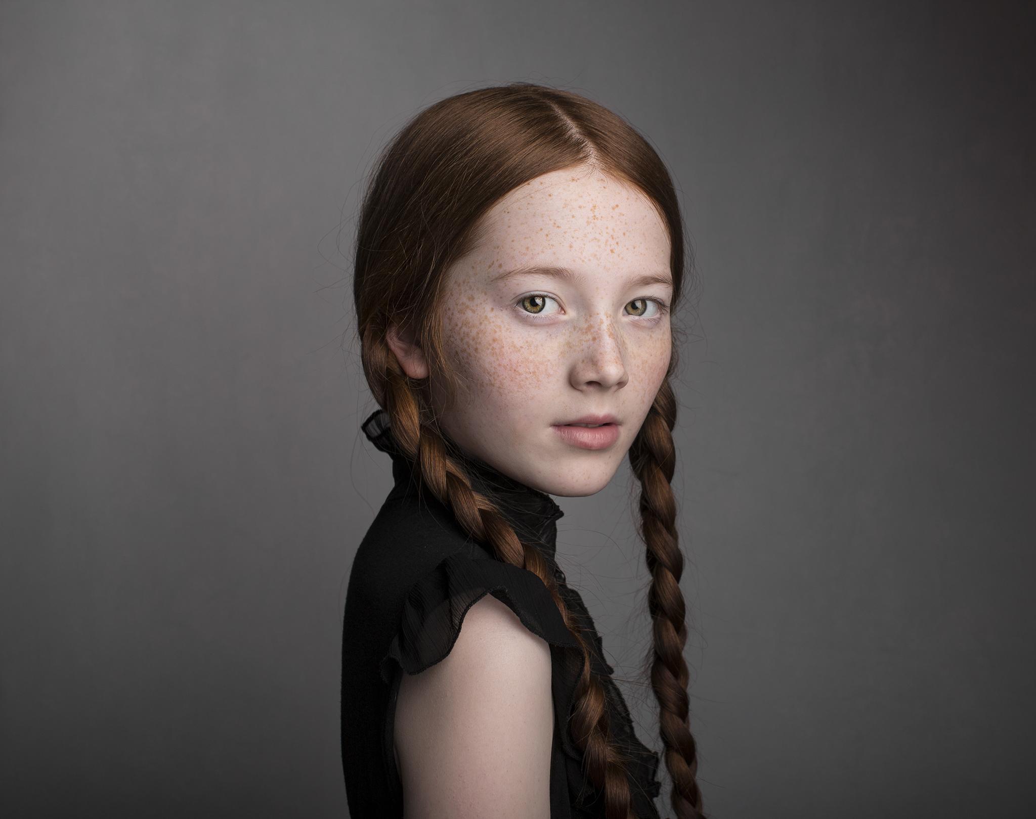 elizabethgphotography_childrens_fineart_kingslangley_hertfordshire_model_lilycave_1.jpg