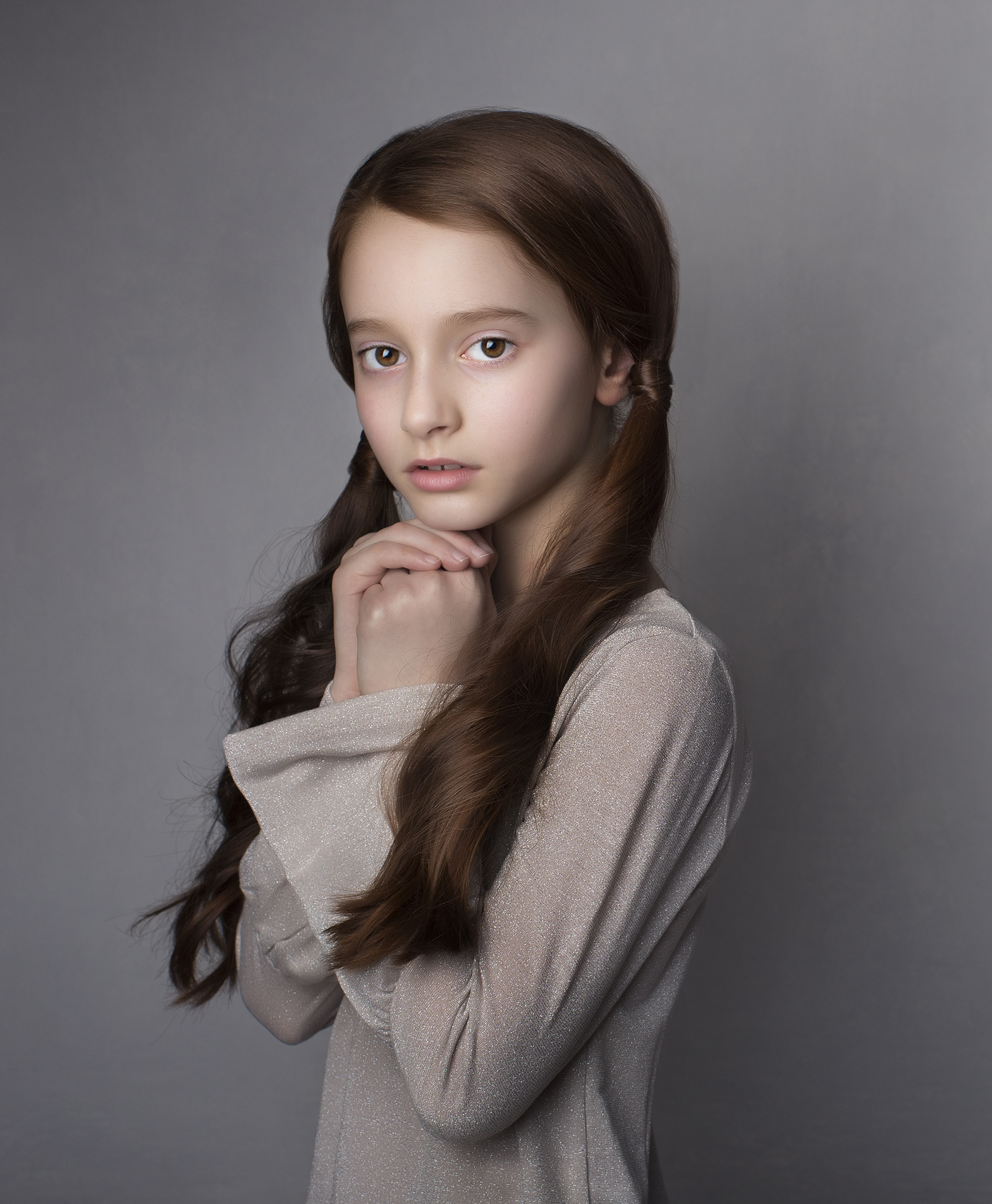 elizabethg_photography_hertfordshire_fineart_child_portrait_model_sadie_byron_bruceandbrown6.jpg