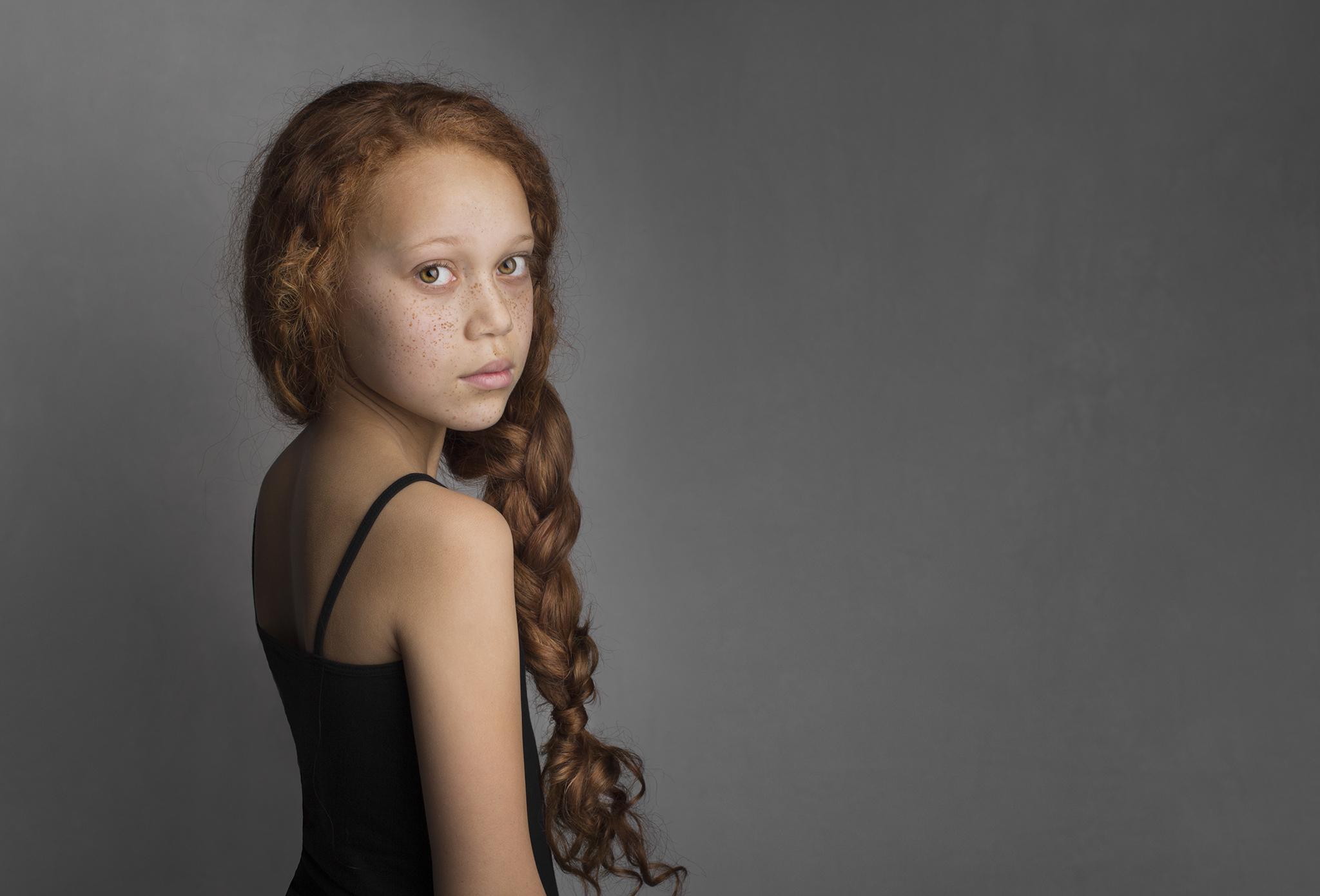 elizabethg_photography_hertfordshire_fineart_child_portrait_model_tiarna_williams_05.jpg