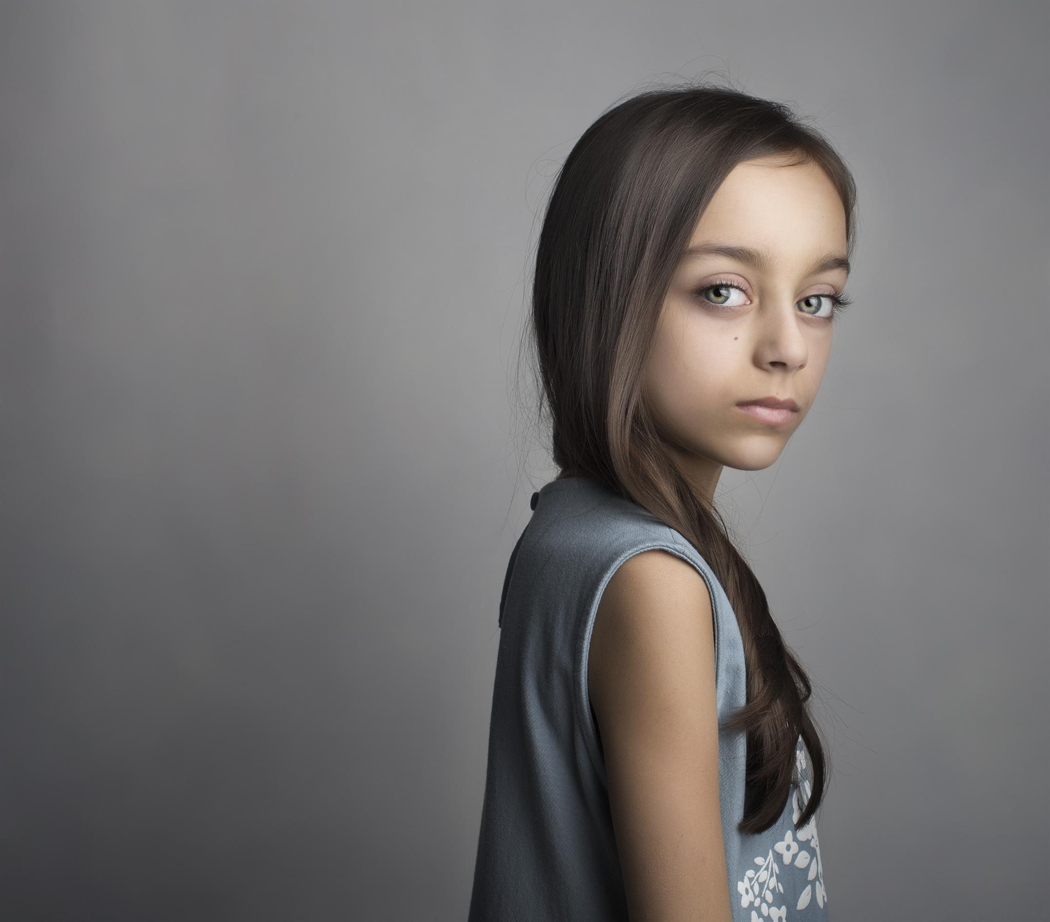 elizabethg_photography_hertfordshire_fineart_child_portrait_model_sophia_tailor_1.jpg